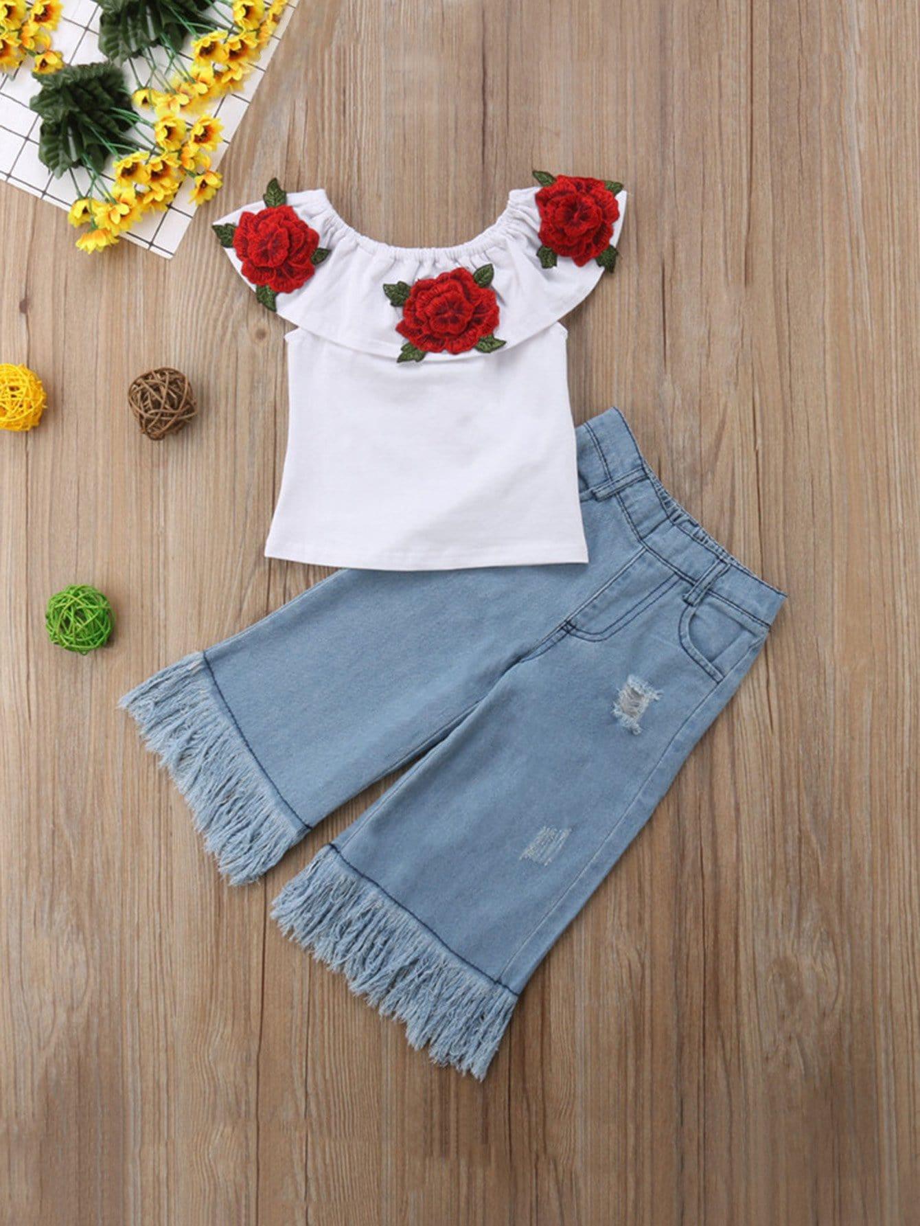 Ситцевая блуза с рисунком розы и шорты рельефными узорами для девочки