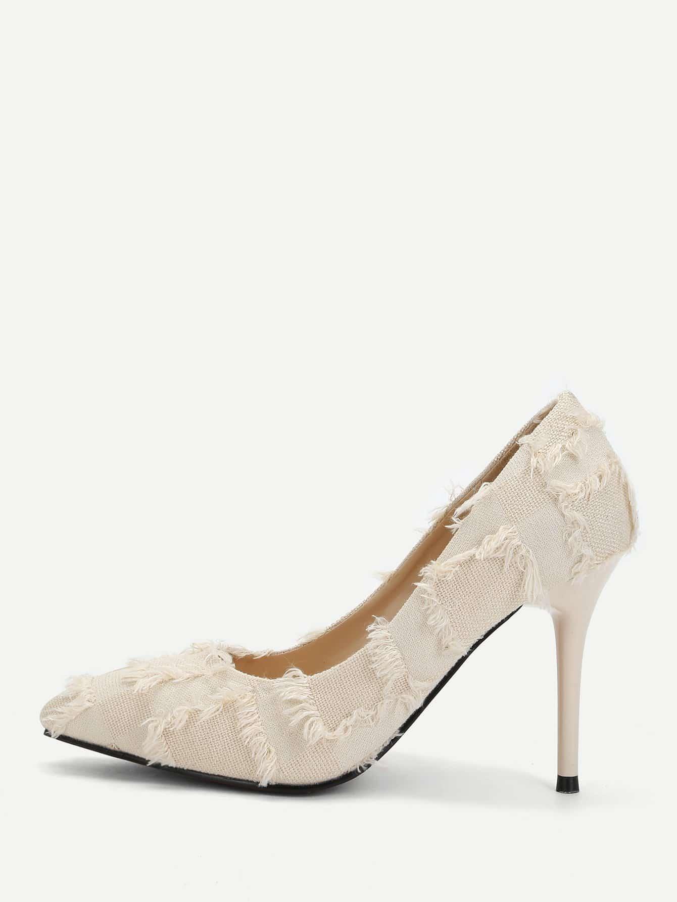 Туфли на высоких тонких каблуках с украшением изношенным