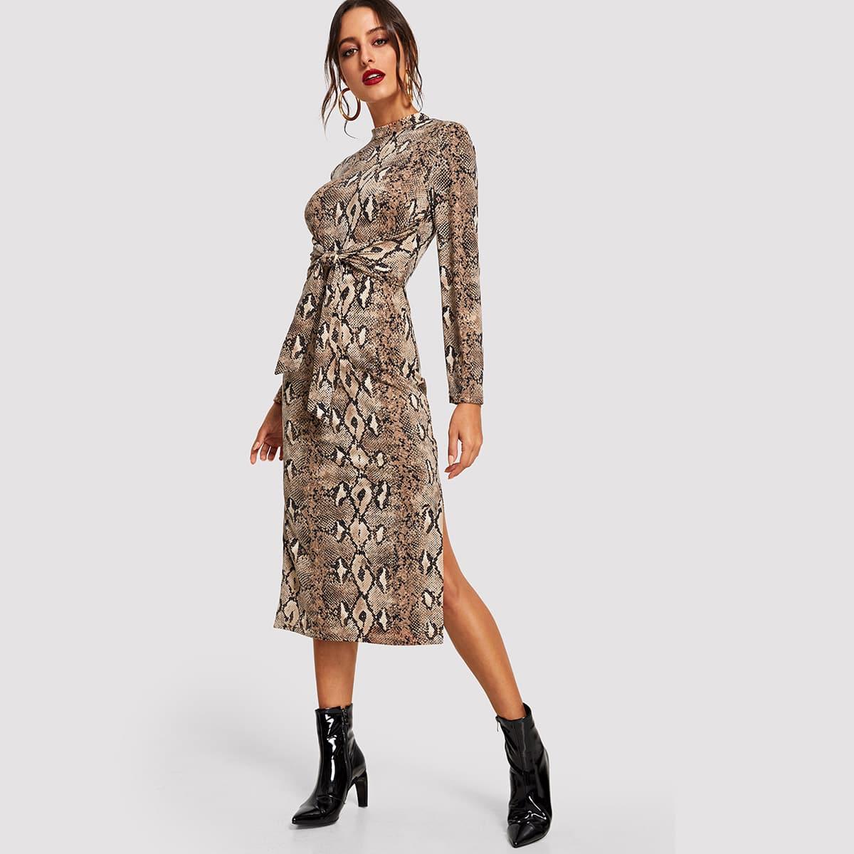 Slangenprint jurk met split en strikriem rond taille