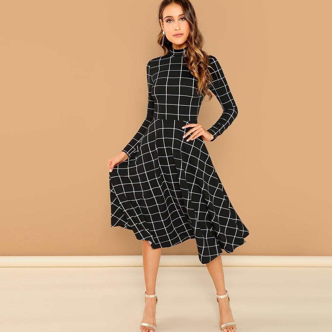 Gestreepte jurk met hoge kraag