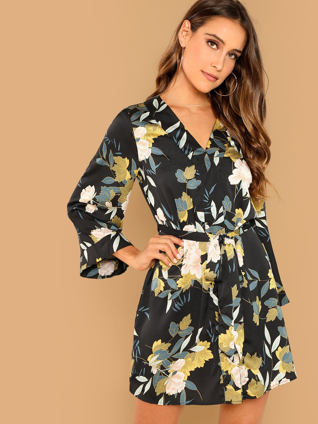 Платье с поясом ботаническым принтом
