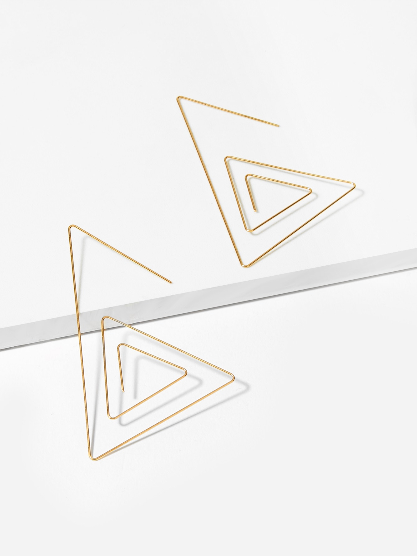 Купить Слойные серьги с подвеской ажурного треуголика, null, SheIn