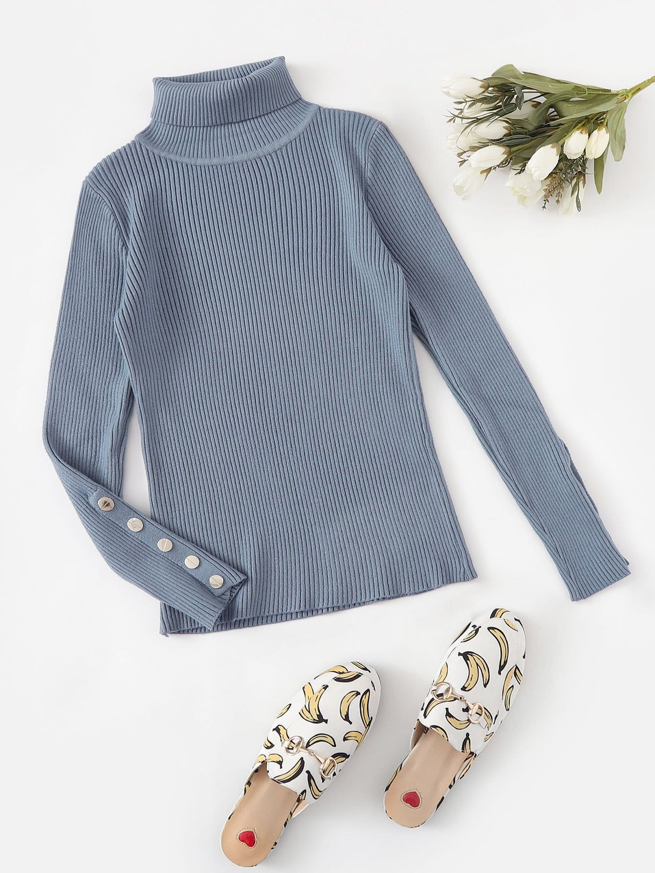 Фото - Одноцветный свитер с рельефными вязаными оторочками и пуговицами от SheIn синего цвета