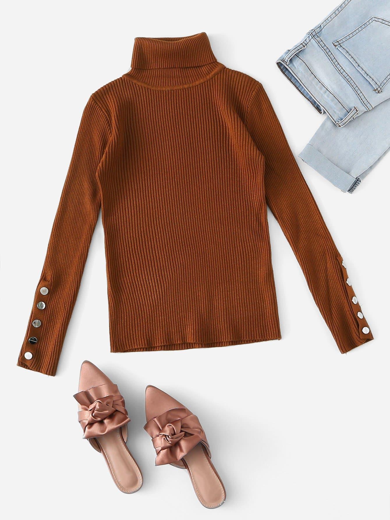Фото - Одноцветный свитер с рельефными вязаными оторочками и пуговицами от SheIn коричневого цвета