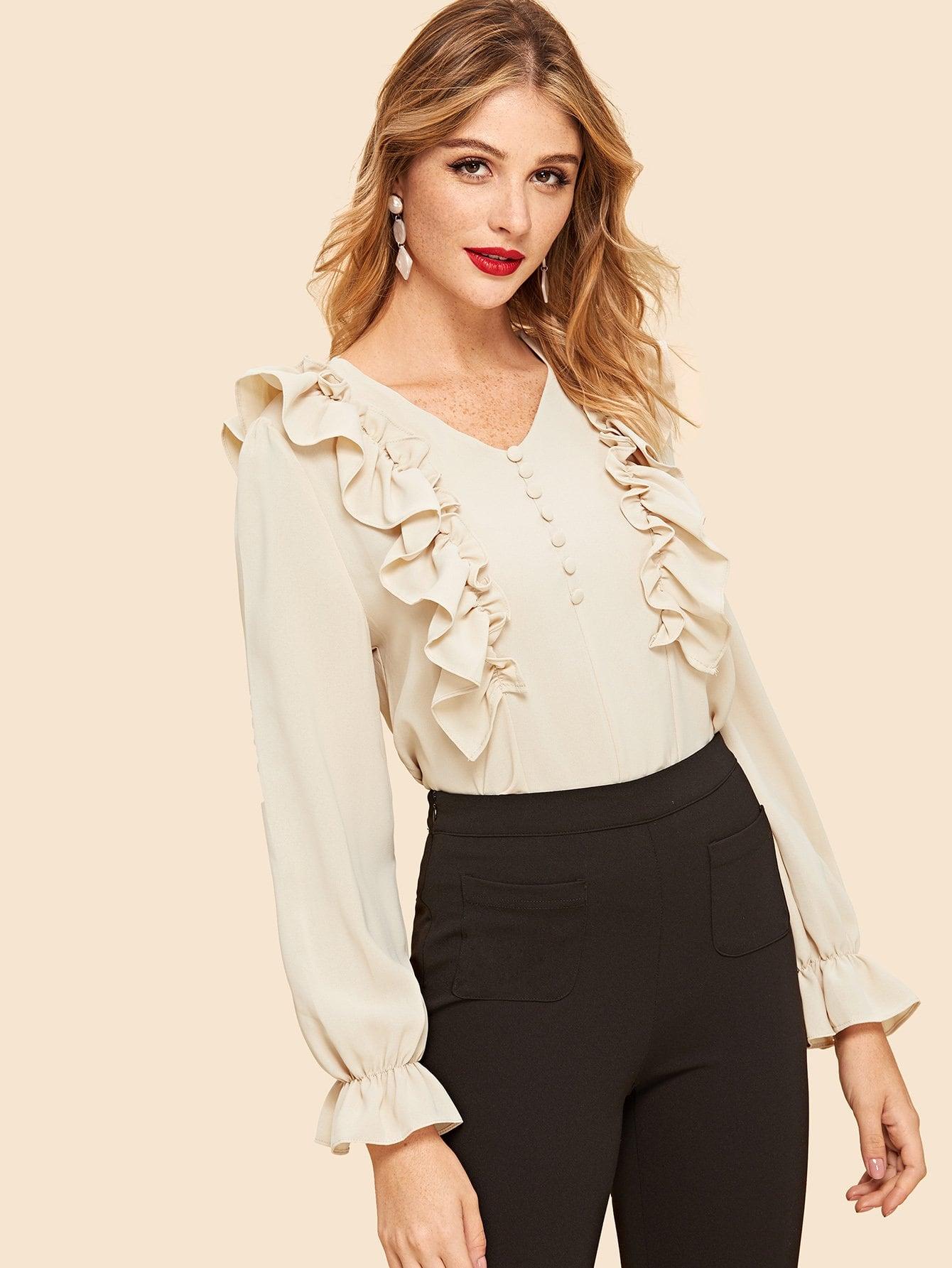 Фото - Блузу с розеткой и украшением пуговицы от SheIn цвета хаки