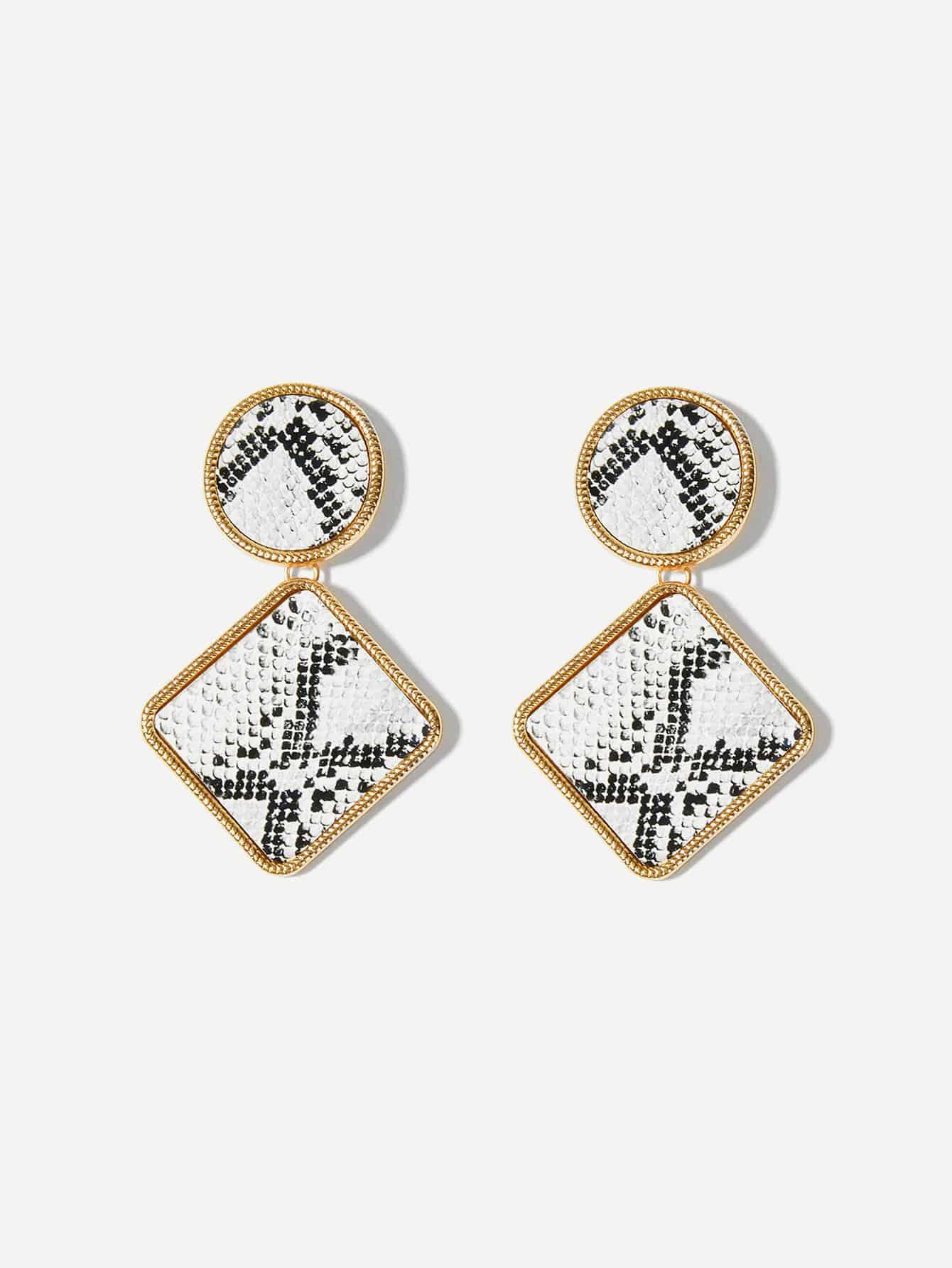 Фото - Квадратные серьги с принтом змеиных кож от SheIn цвет чёрнобелые