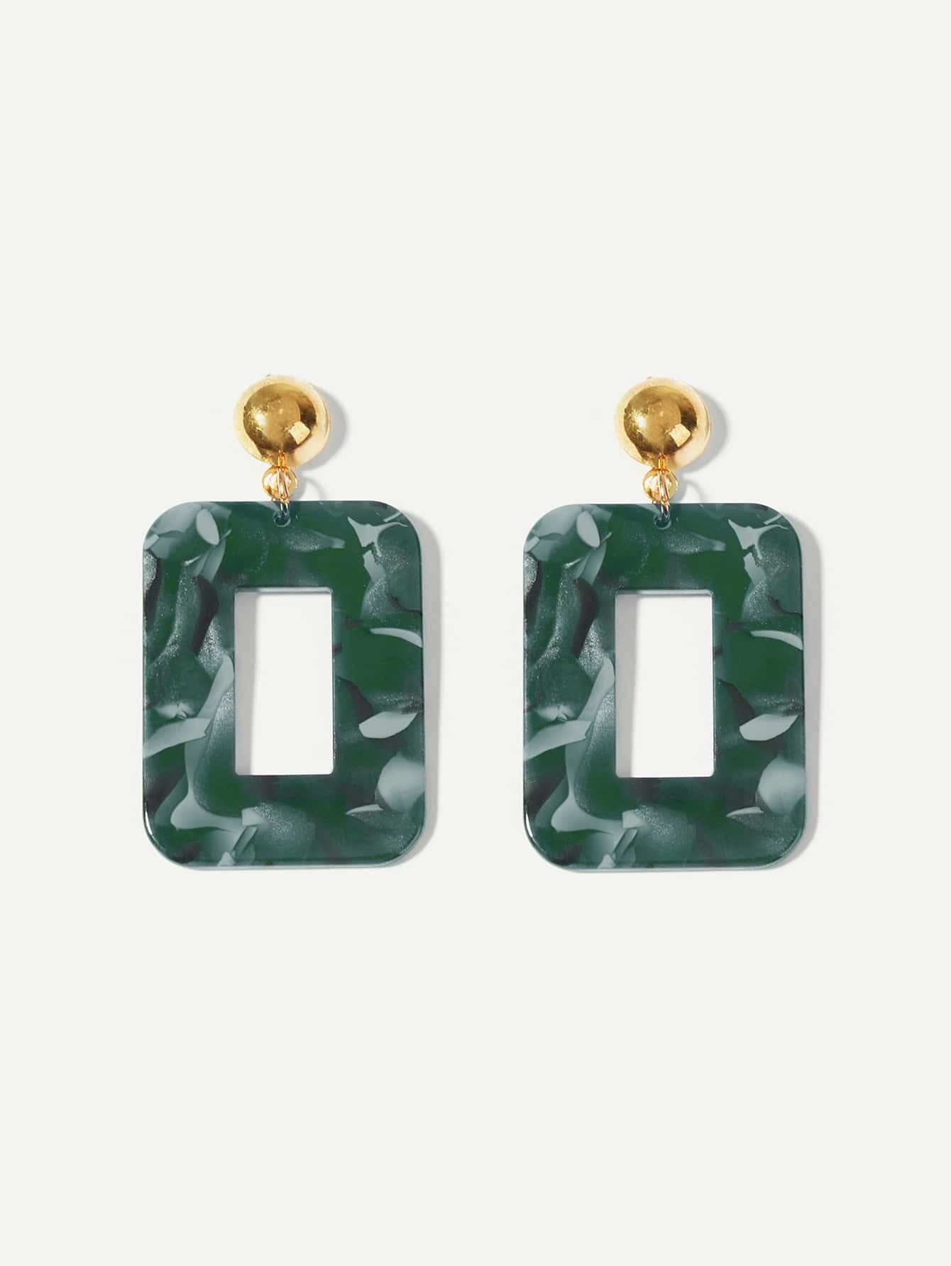 Фото - Открытые квадратные серьги с принтом мраморов от SheIn зеленого цвета