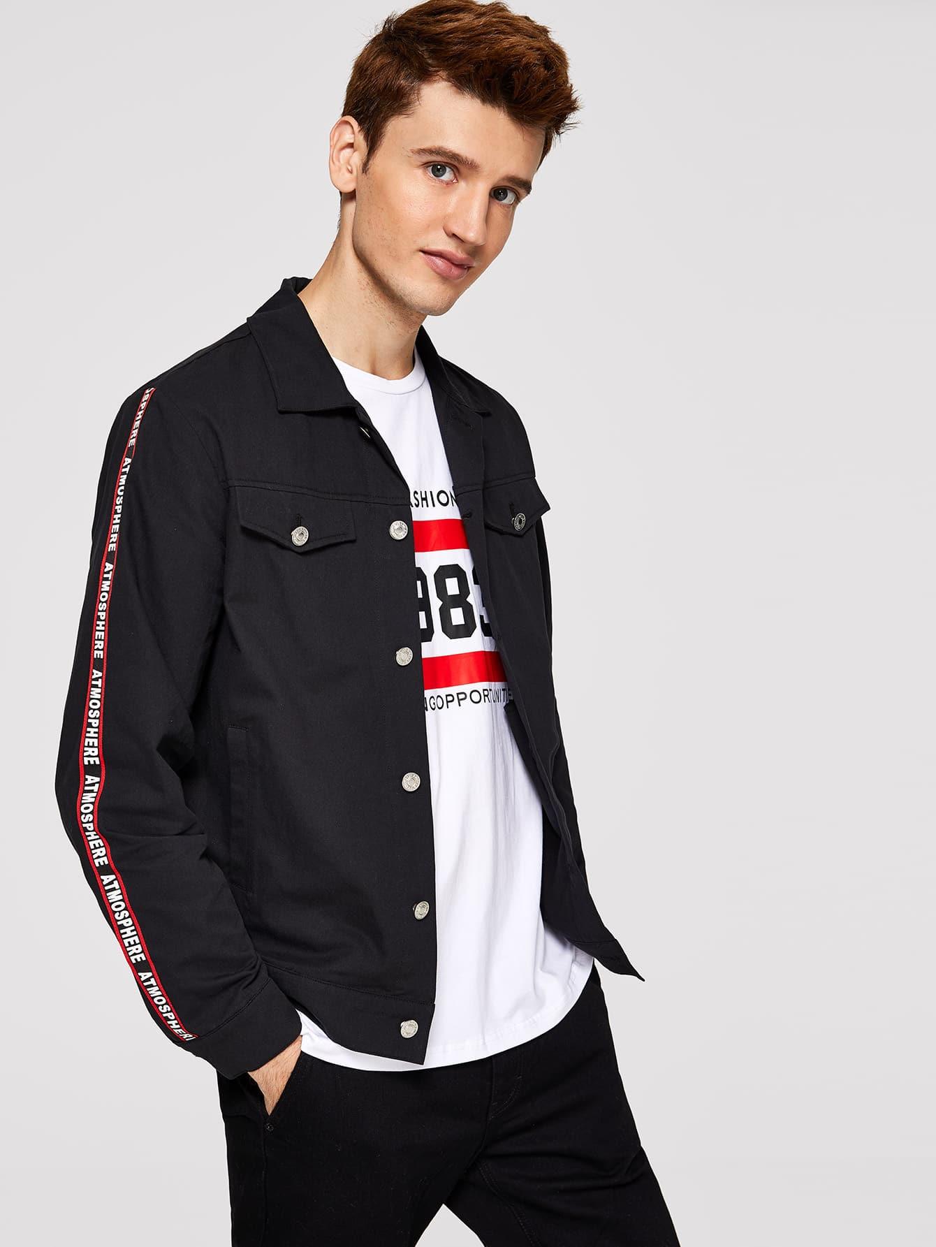 Фото - Для мужчин куртка с карманом с текстовым принтом от SheIn черного цвета