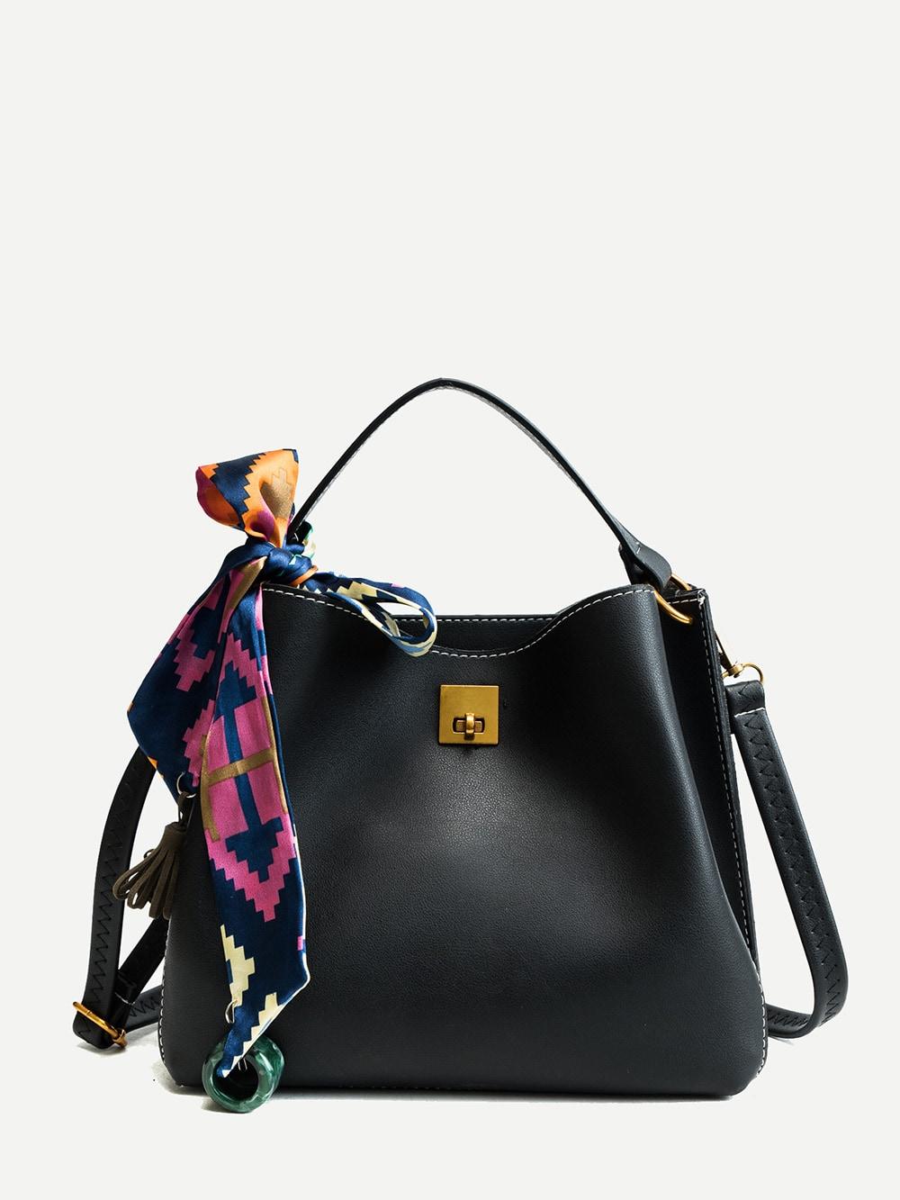 Фото - Кожаная сумка через плечо с бахромой от SheIn черного цвета