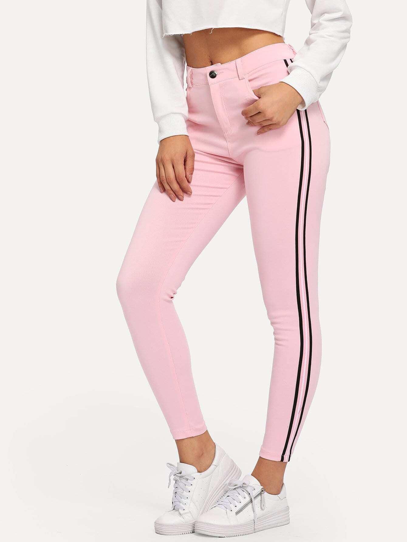 Фото - Контрастные джинсы в полоску от SheIn розового цвета