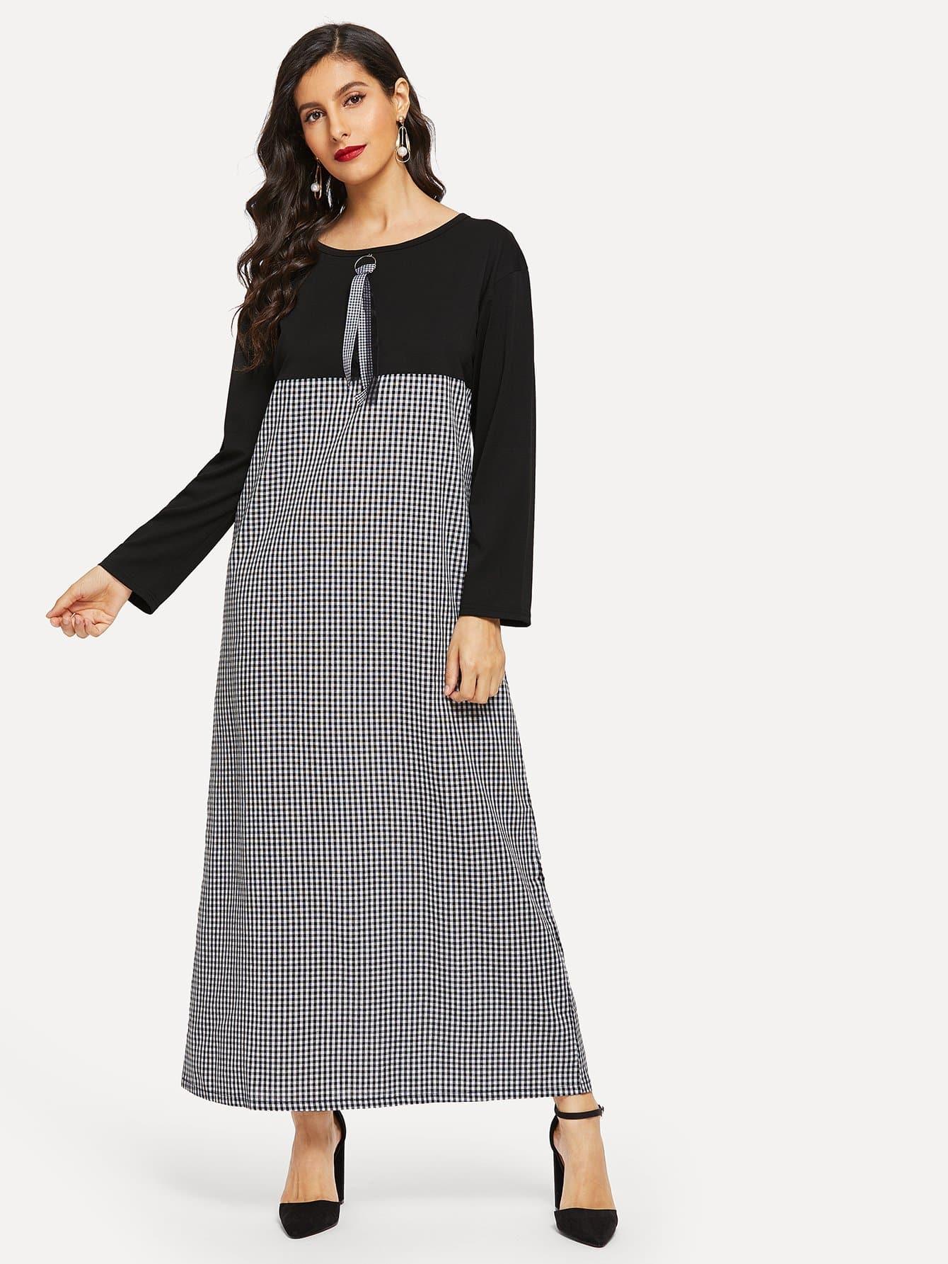 Контрастное длинное платье в клетку с рельефными узорами
