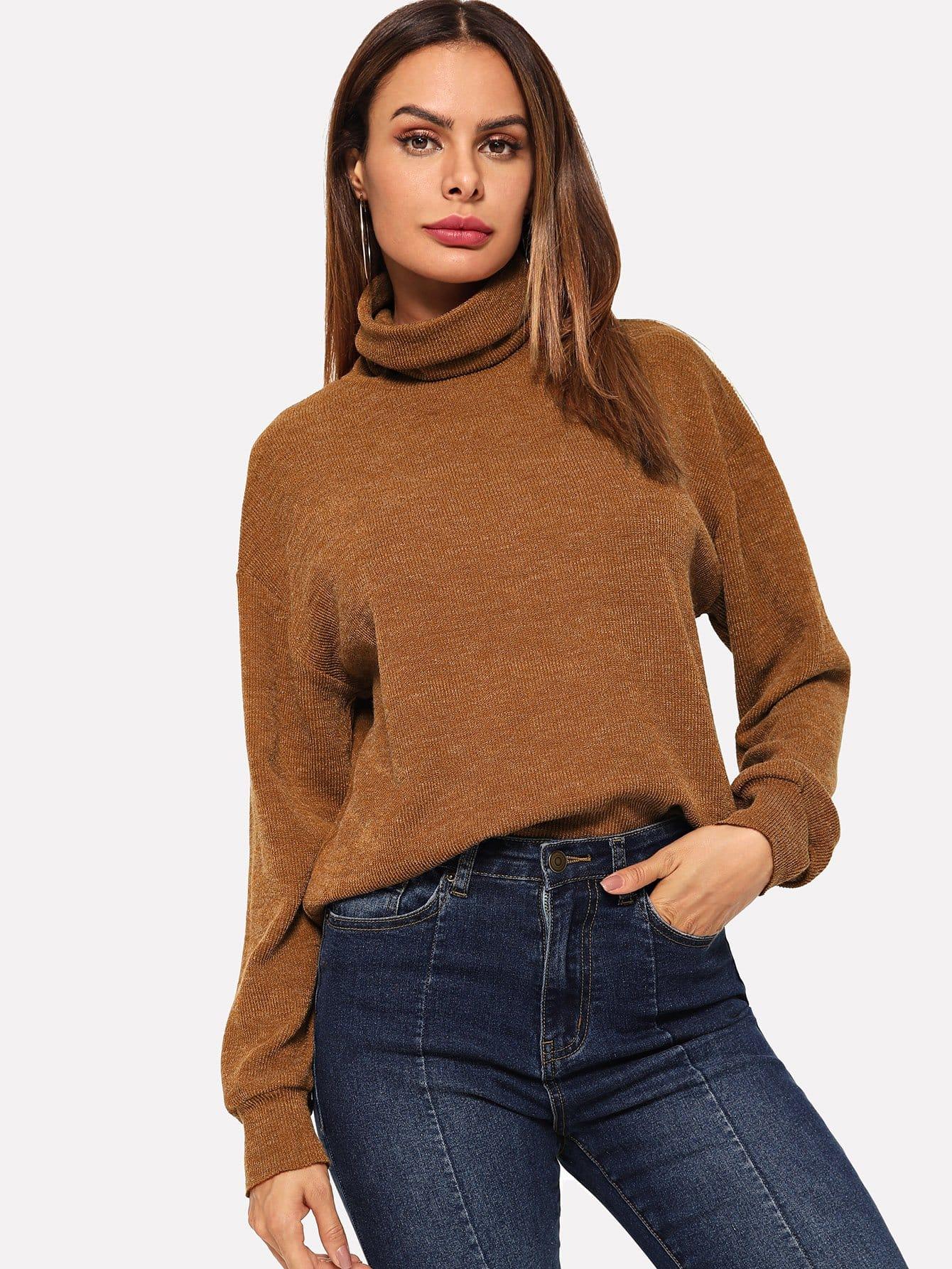 Фото - Одноцветный пуловер с высоким вырезом от SheIn коричневого цвета