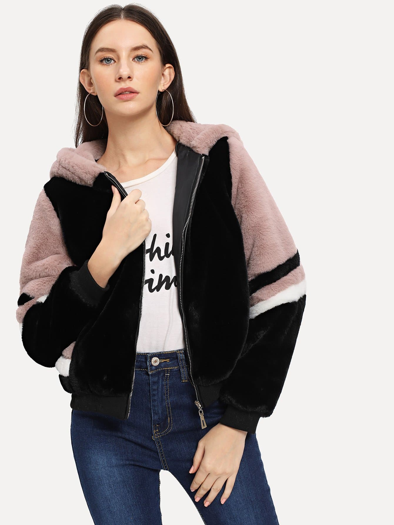 Фото - Контрастная куртка с капюшоном из искусственного меха от SheIn цвет многоцветный