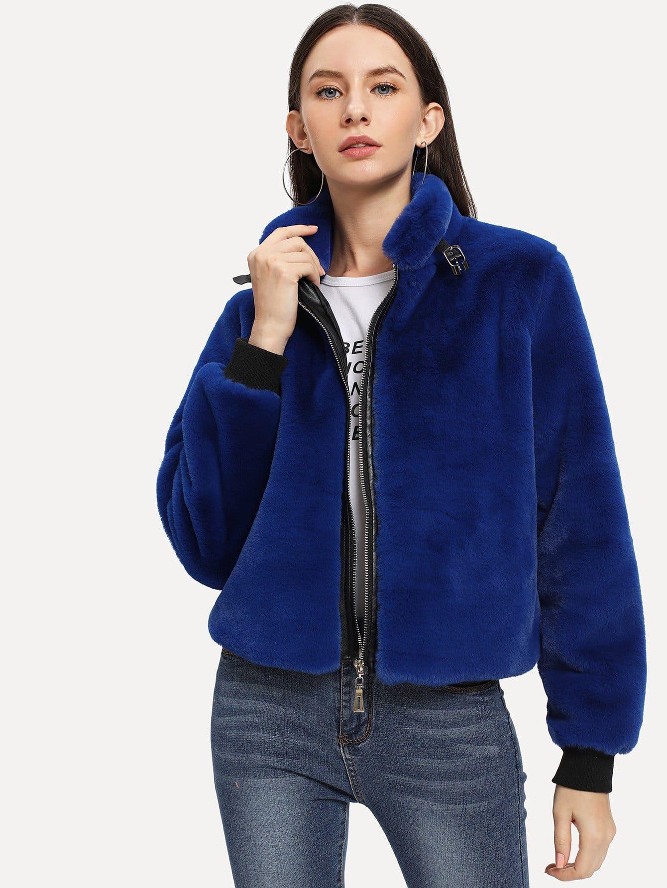 Фото - Куртку на молнии из искусственного меха от SheIn синего цвета