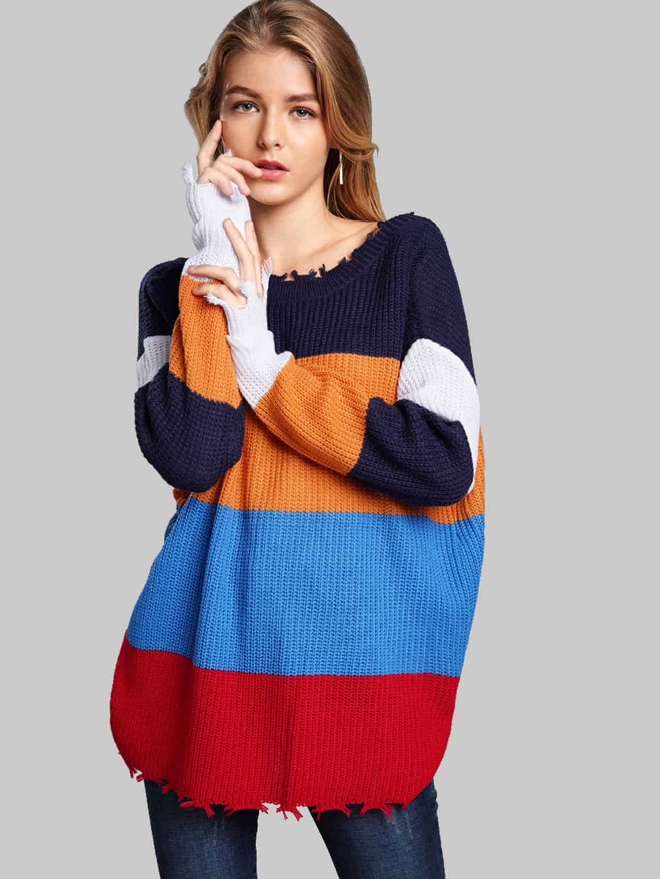 Фото - Контрастный свитер с необработанным краем от SheIn разноцветного цвета