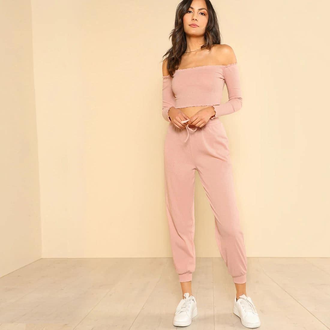 SHEIN / Conjunto deportivo de pantalón largo y top corto con hombros descubiertos