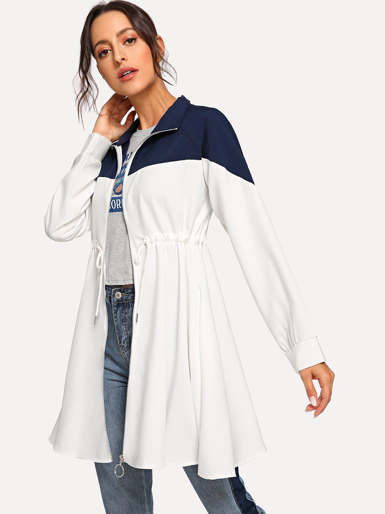 Фото - Двухцветное пальто с кулиской на талии от SheIn белого цвета
