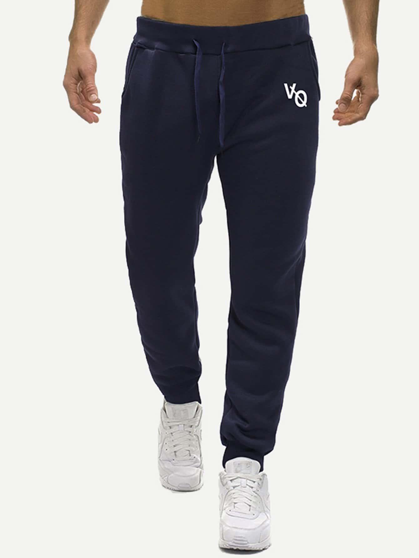 Фото - Мужские брюки с текстовым принтом от SheIn цвет темно синий