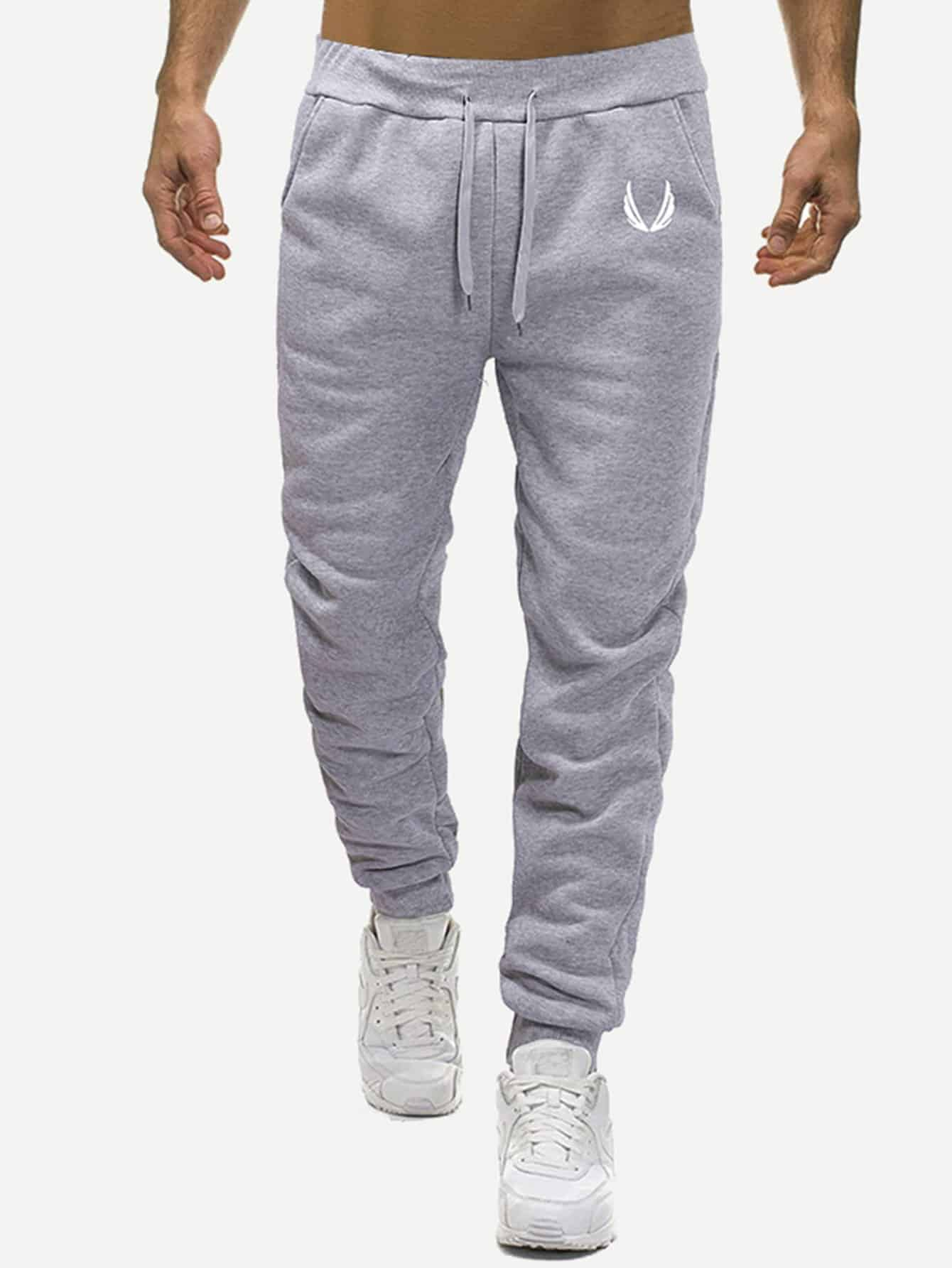 Фото - Мужские брюки с принтом геометрических фигур от SheIn серого цвета
