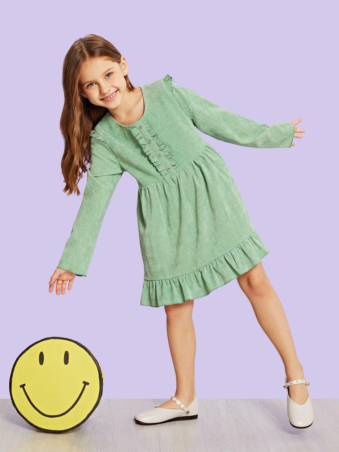 Фото - Вельветовое платье с пуговицами и оборками для девочек от SheIn цвет зелёные