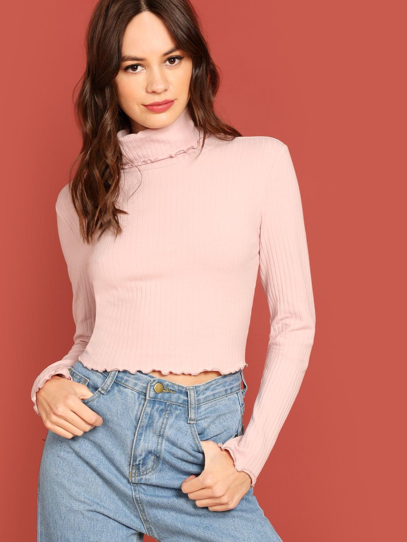 Фото - Вязанная короткая футболка с высоким вырезом от SheIn розового цвета