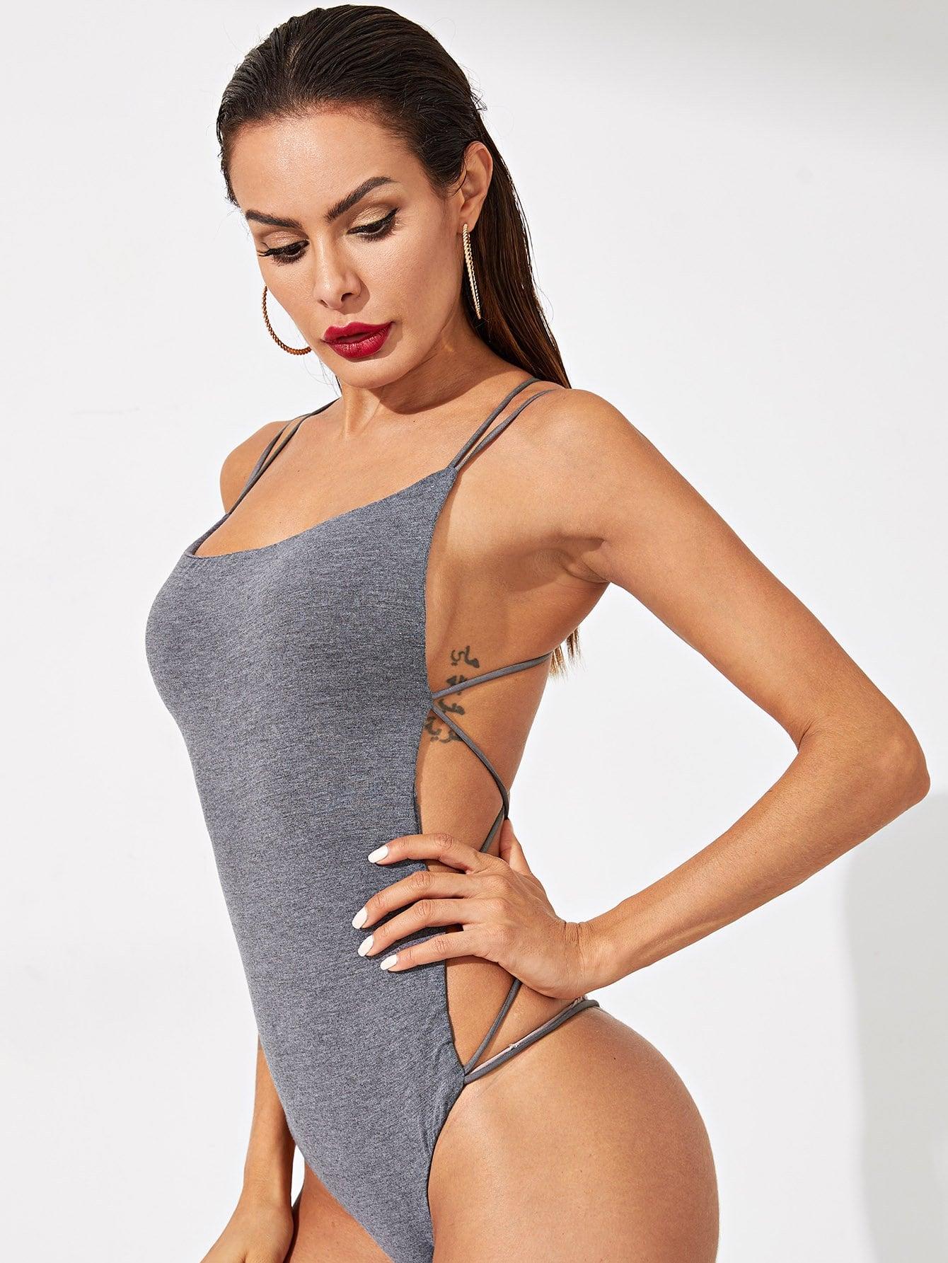 Фото - Облегающее боди с открытой спинкой от SheIn серого цвета