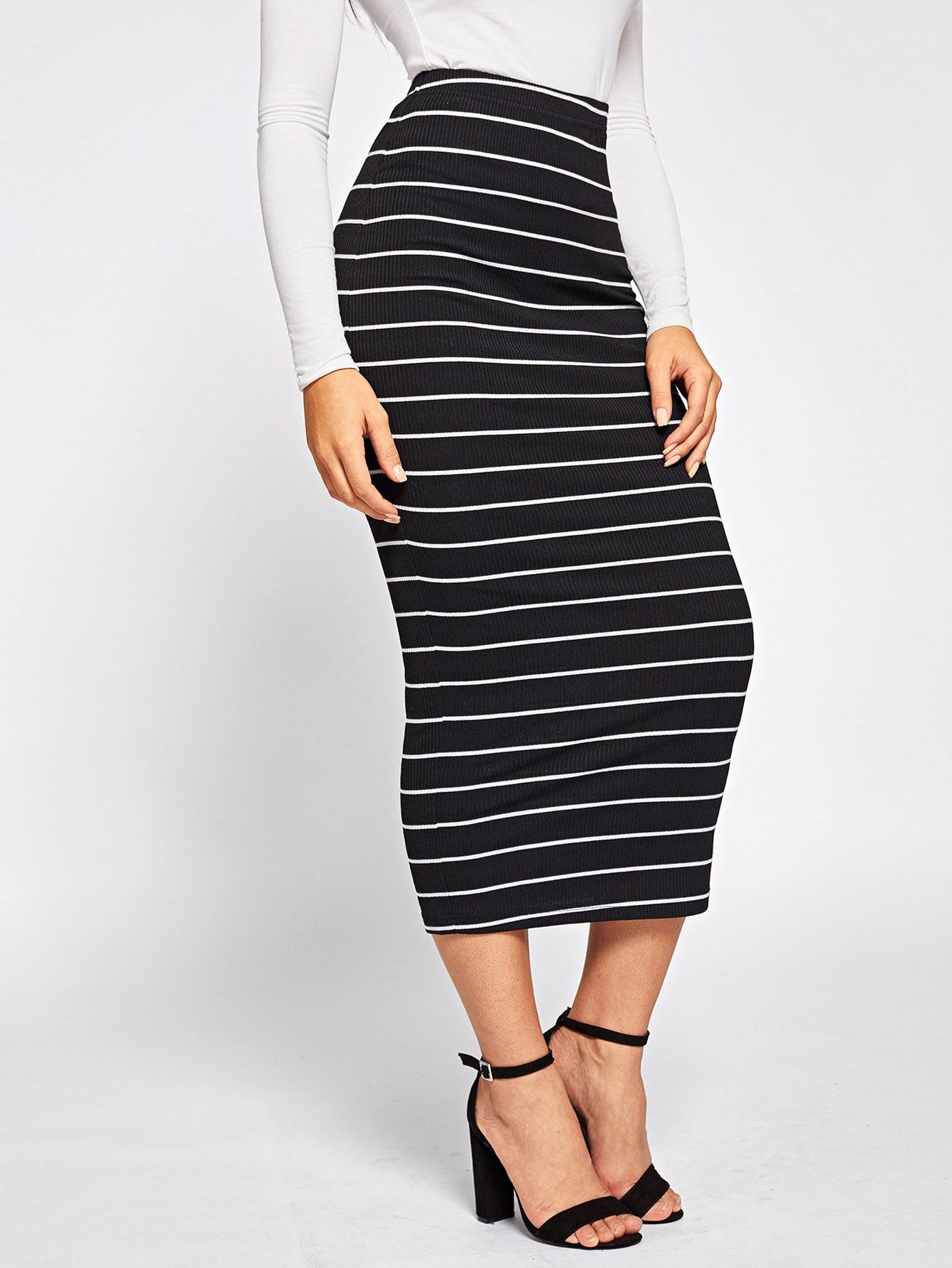 Фото - Облегающая юбка в полоску от SheIn черного цвета