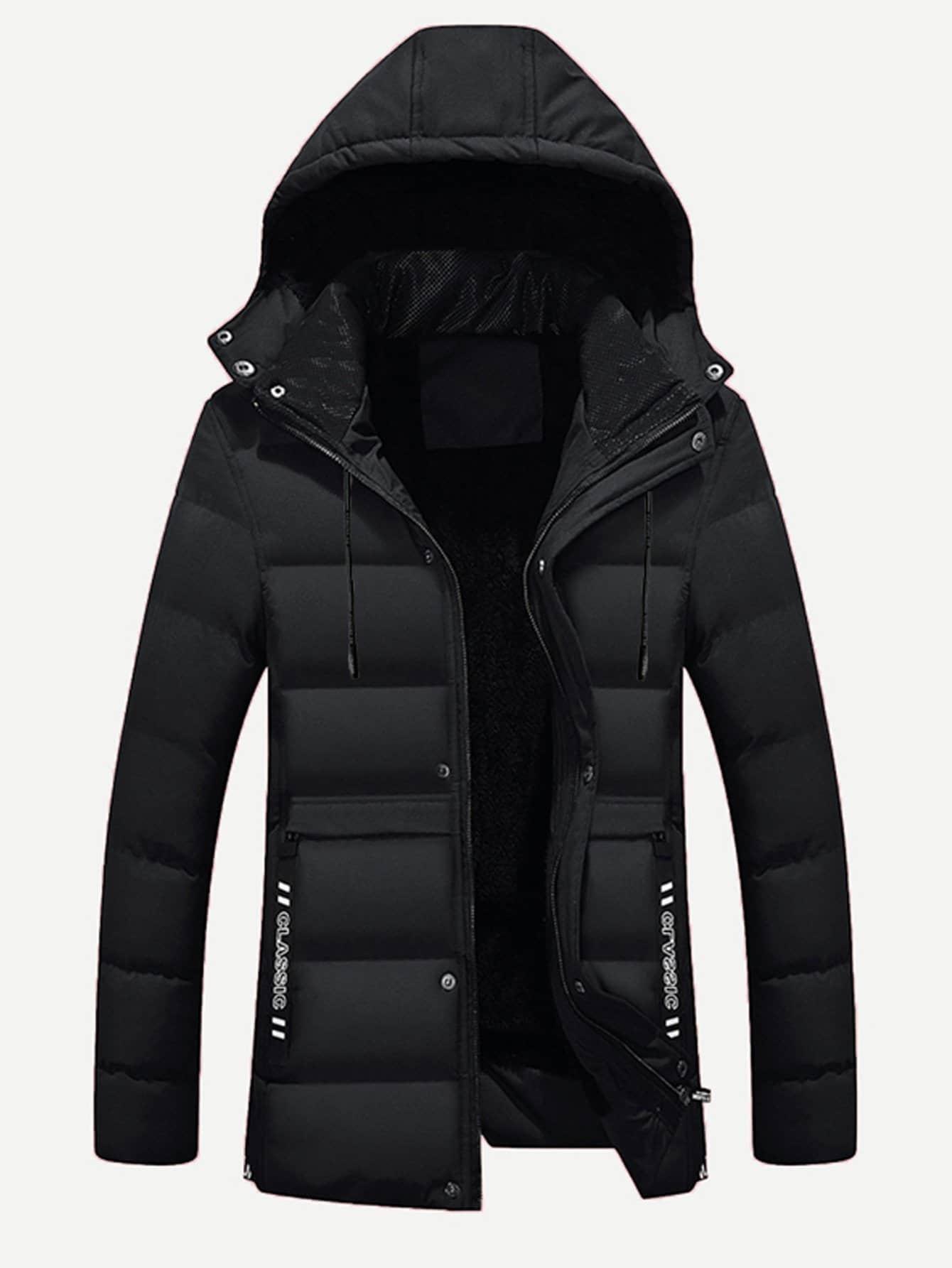 Фото - Мужское однотонное подбитое пальто в полоску с капюшоном и принтом текстовым от SheIn черного цвета