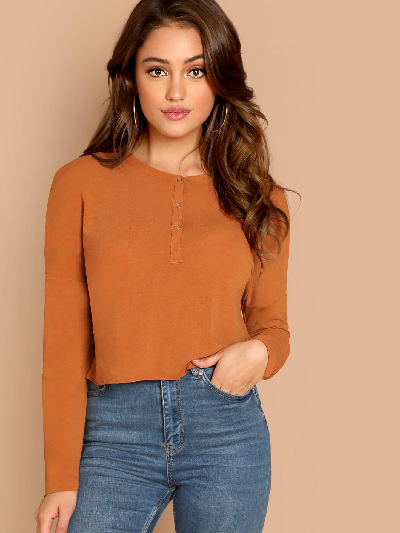Фото - Одноцветная футболка на пуговицах от SheIn оранжевого цвета