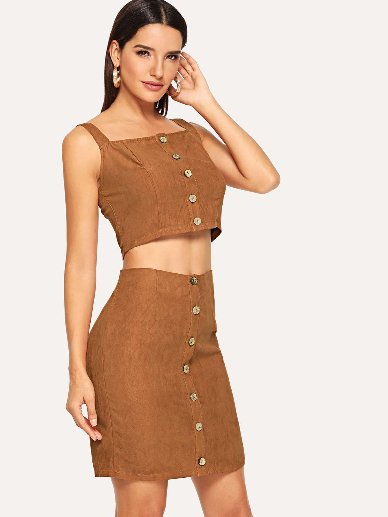 Фото - Короткий топ с пуговицами и юбка комплект от SheIn коричневого цвета