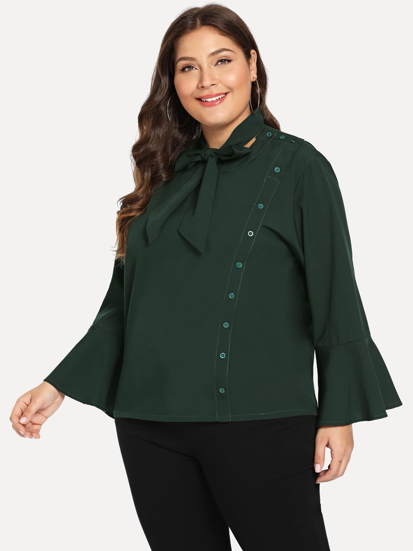 Купить Размера плюс блуза с воротник-бантом и пуговицами, Carol, SheIn