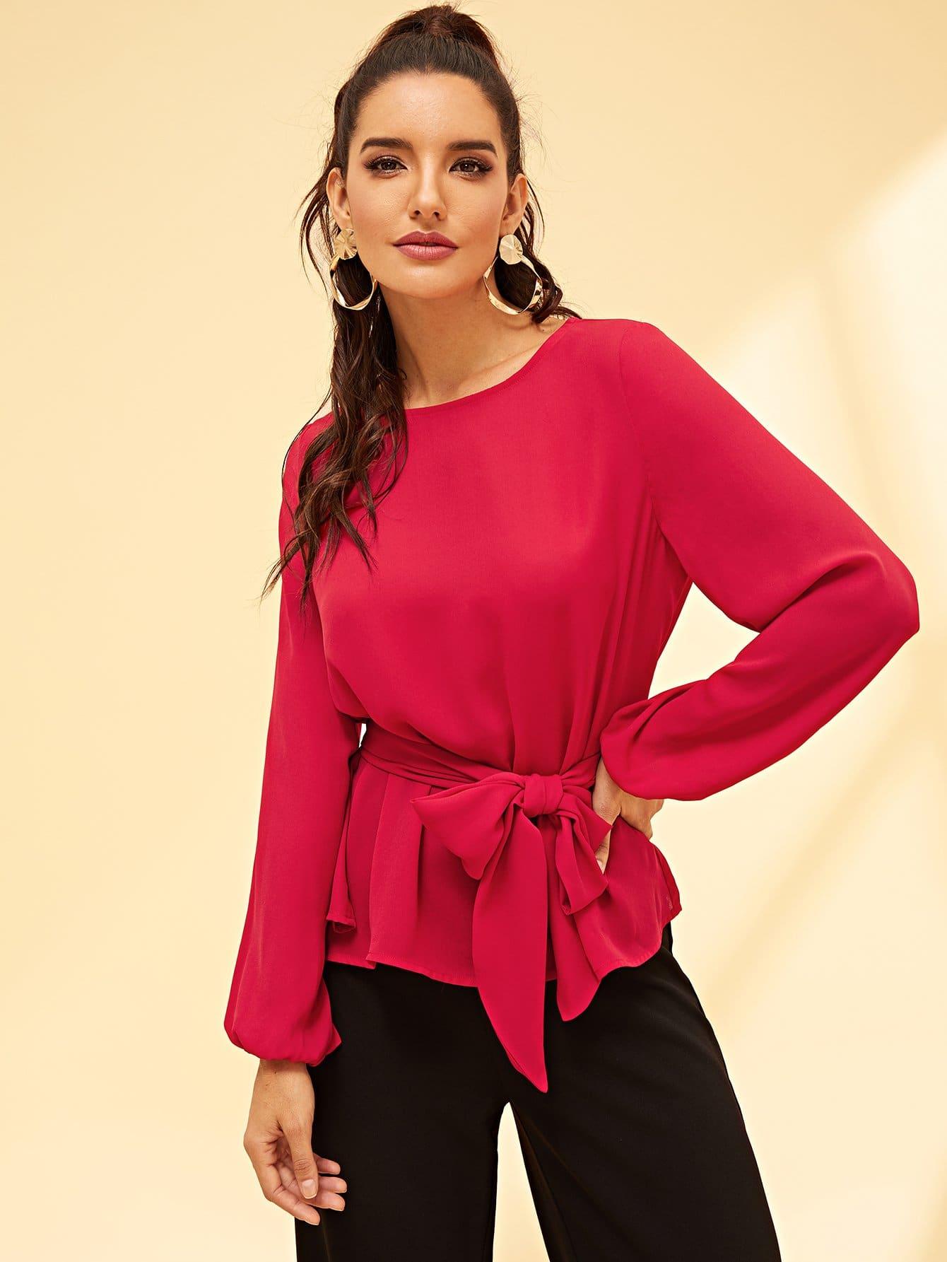 Фото - Одноцветная блузка с поясом от SheIn розового цвета