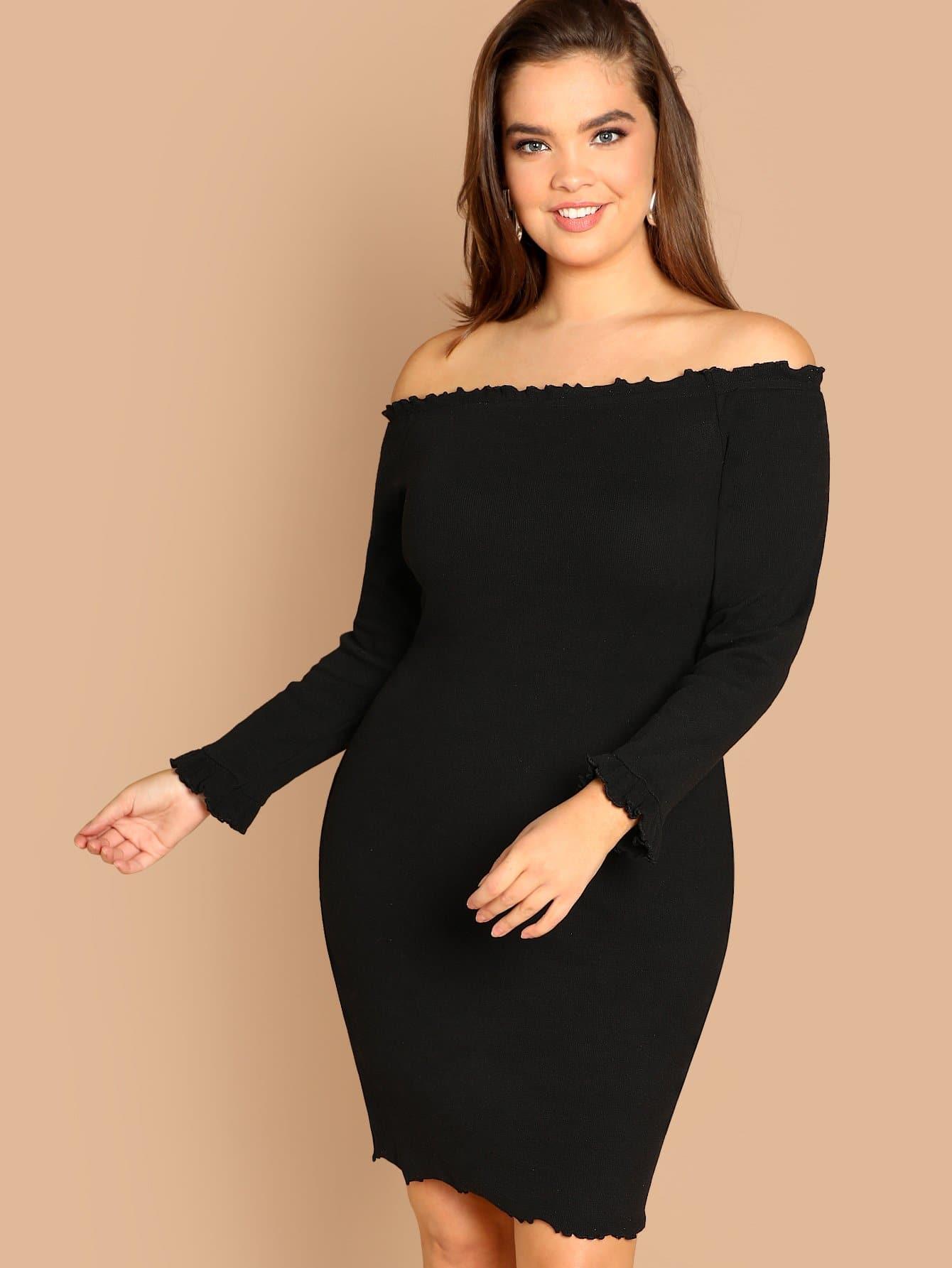 Платье с открытыми плечами размера плюс