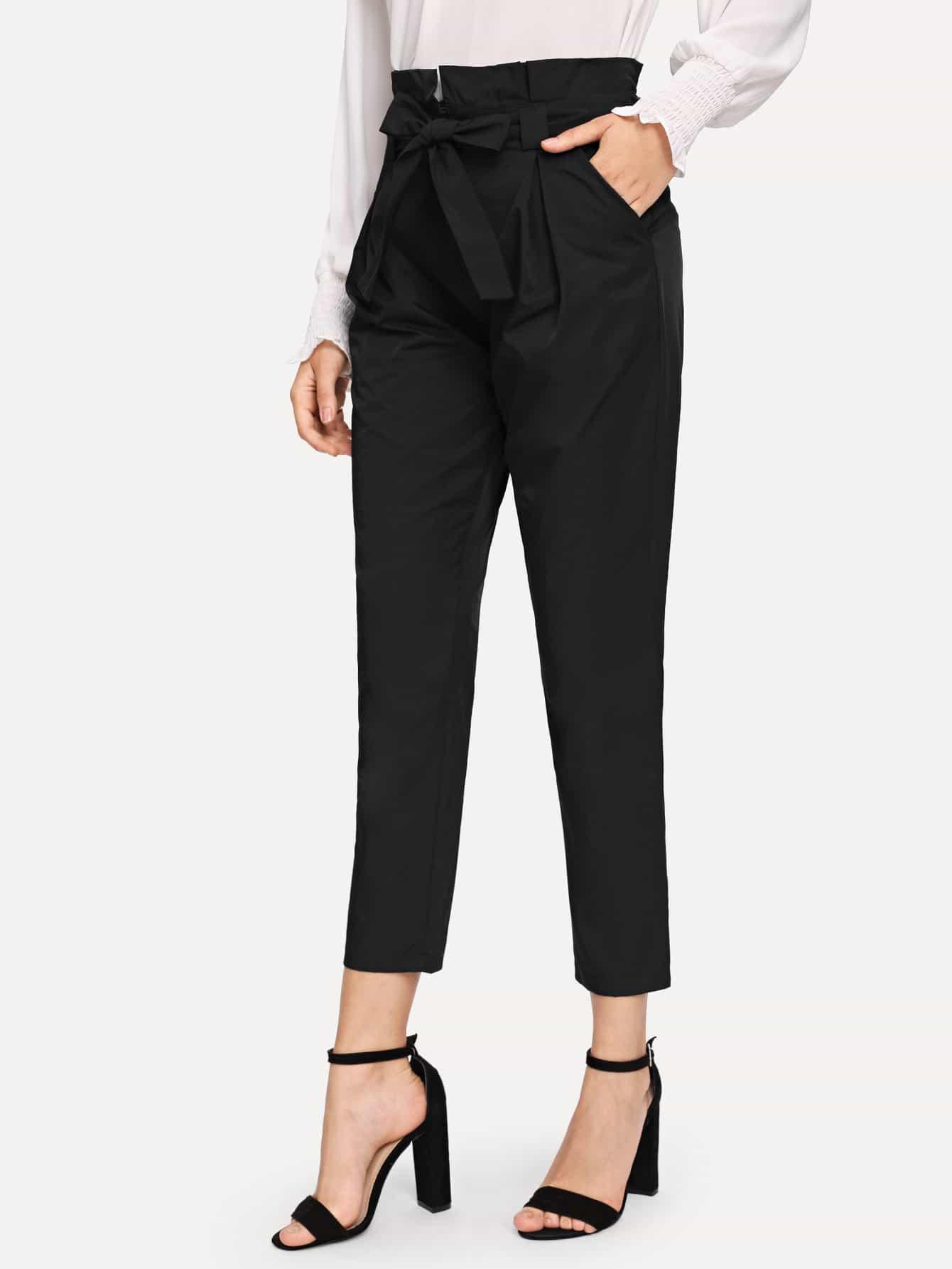 Однотонные брюки с поясом и оборкой SheIn