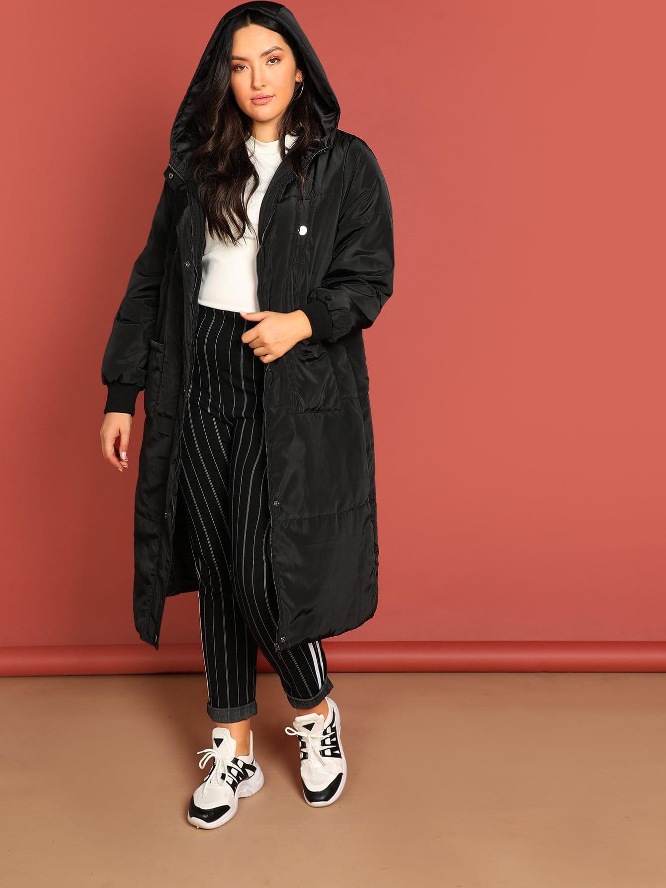 Фото - Плюс размера длинное пальто с капюшоном с карманом от SheIn цвет чёрные