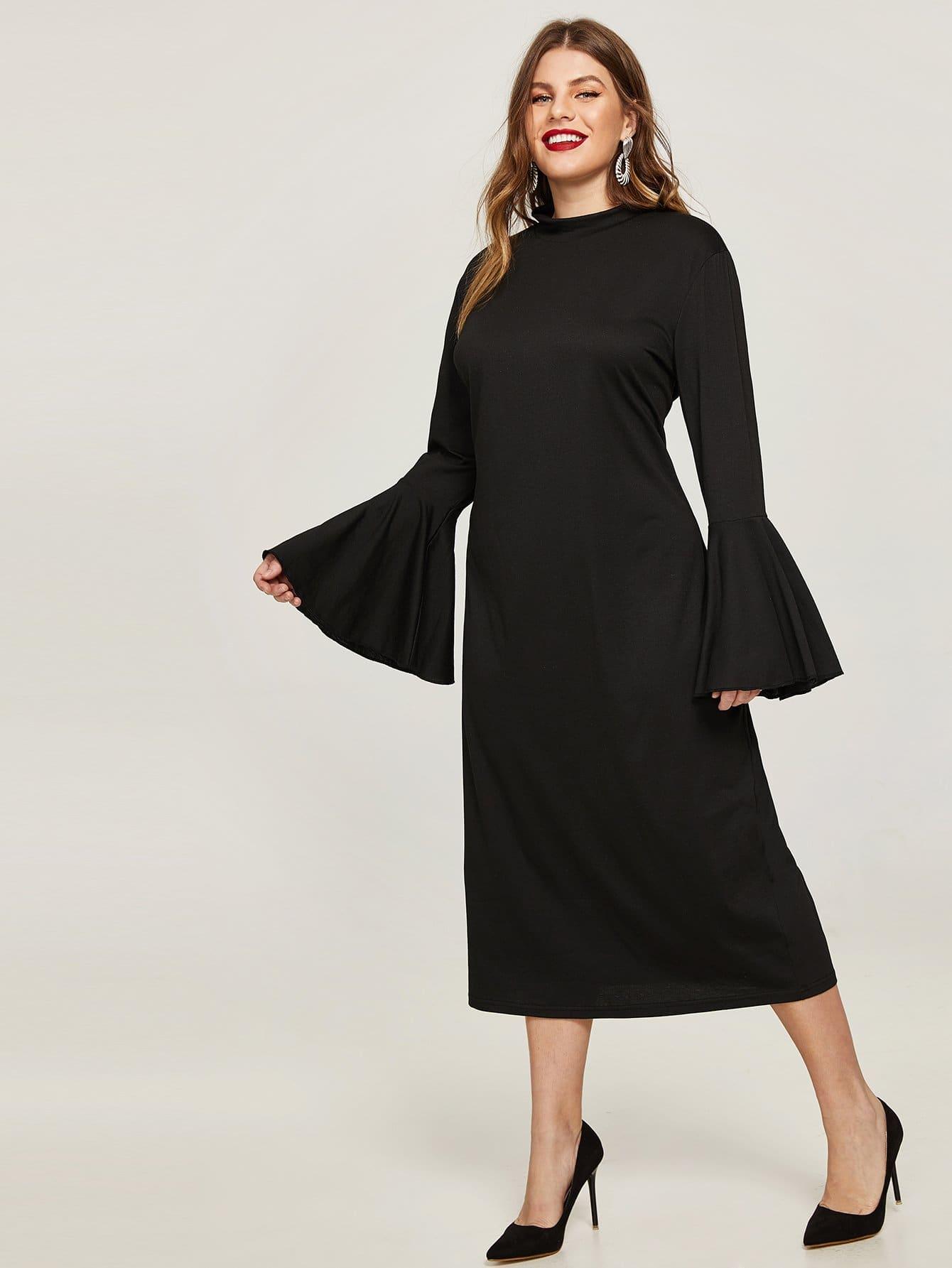 Размера плюс платье с оборкой на рукавах