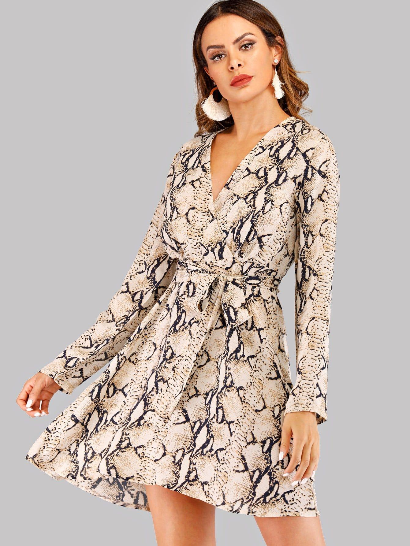 Купить Платье с V-образным вырезом и поясом и принтом змеиным, Andy, SheIn