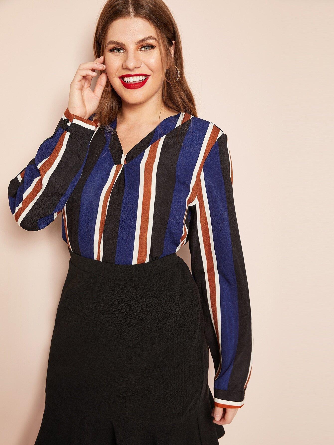 Купить Размера плюс много-полосатая рубашка с V-образным вырезом, Isabela, SheIn