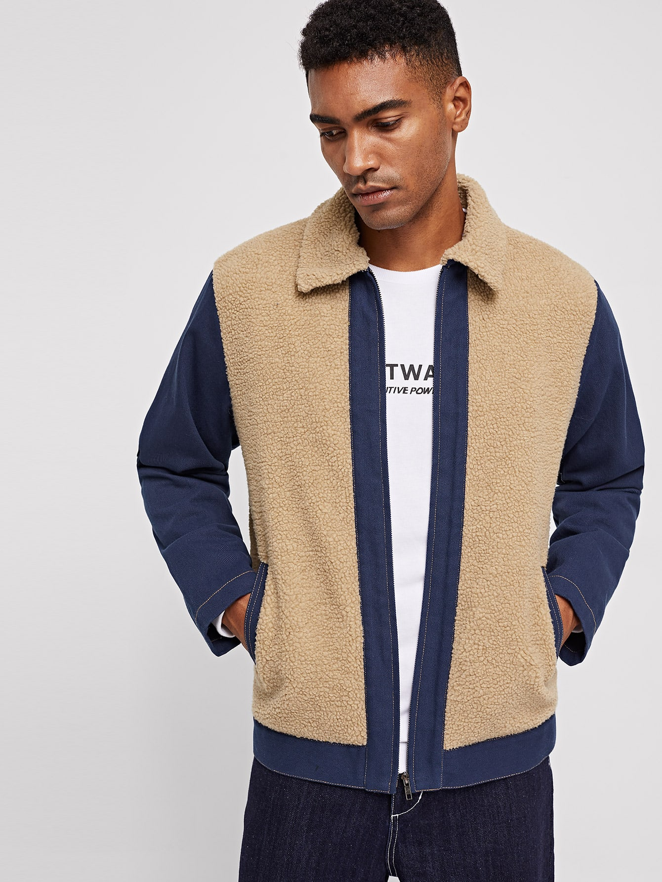 Фото - Контрастная плюшевая куртка с карманом для мужчин от SheIn цвет многоцветный