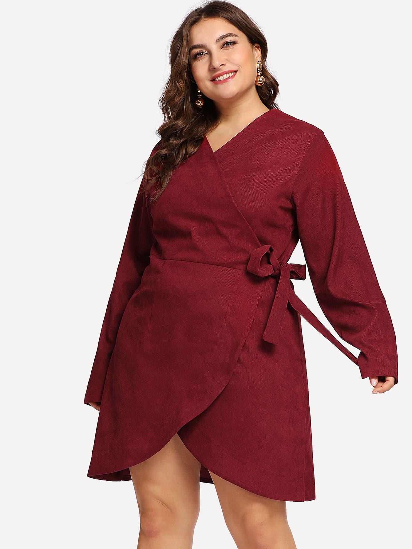 Размер плюс вельветовое платье с глубоким вырезом
