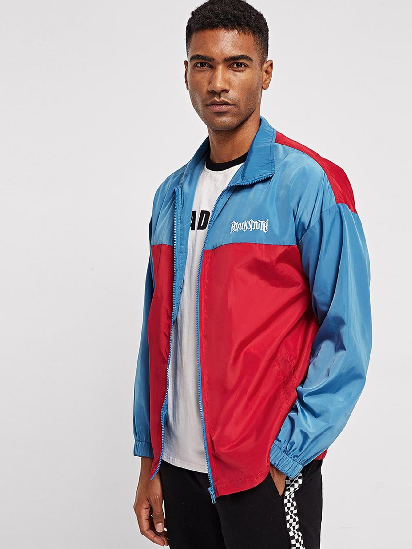 Фото - Мужская двухцветная куртка ветровки с текстовым принтом от SheIn цвет многоцветный