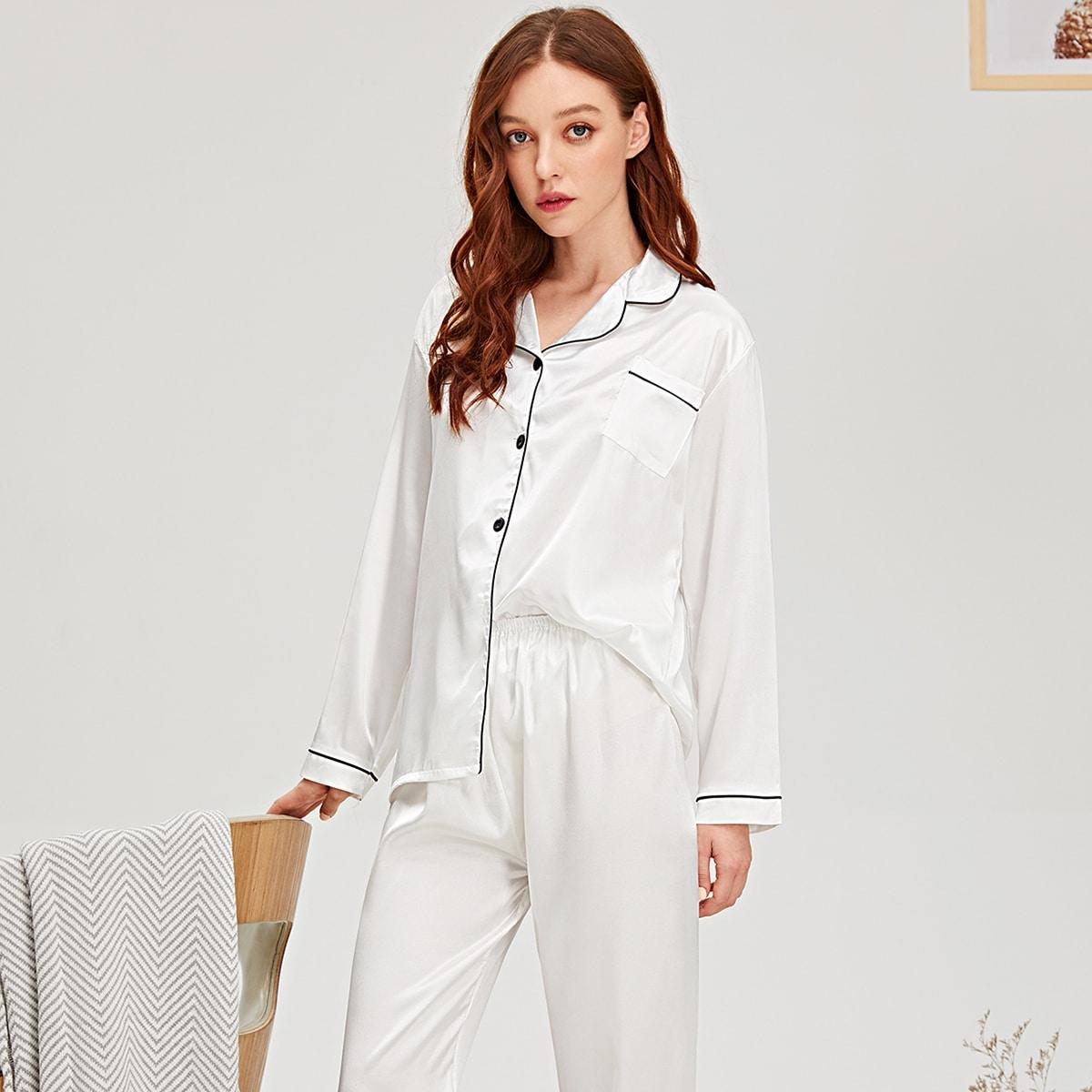 Contrastminnende satijnen pyjama set