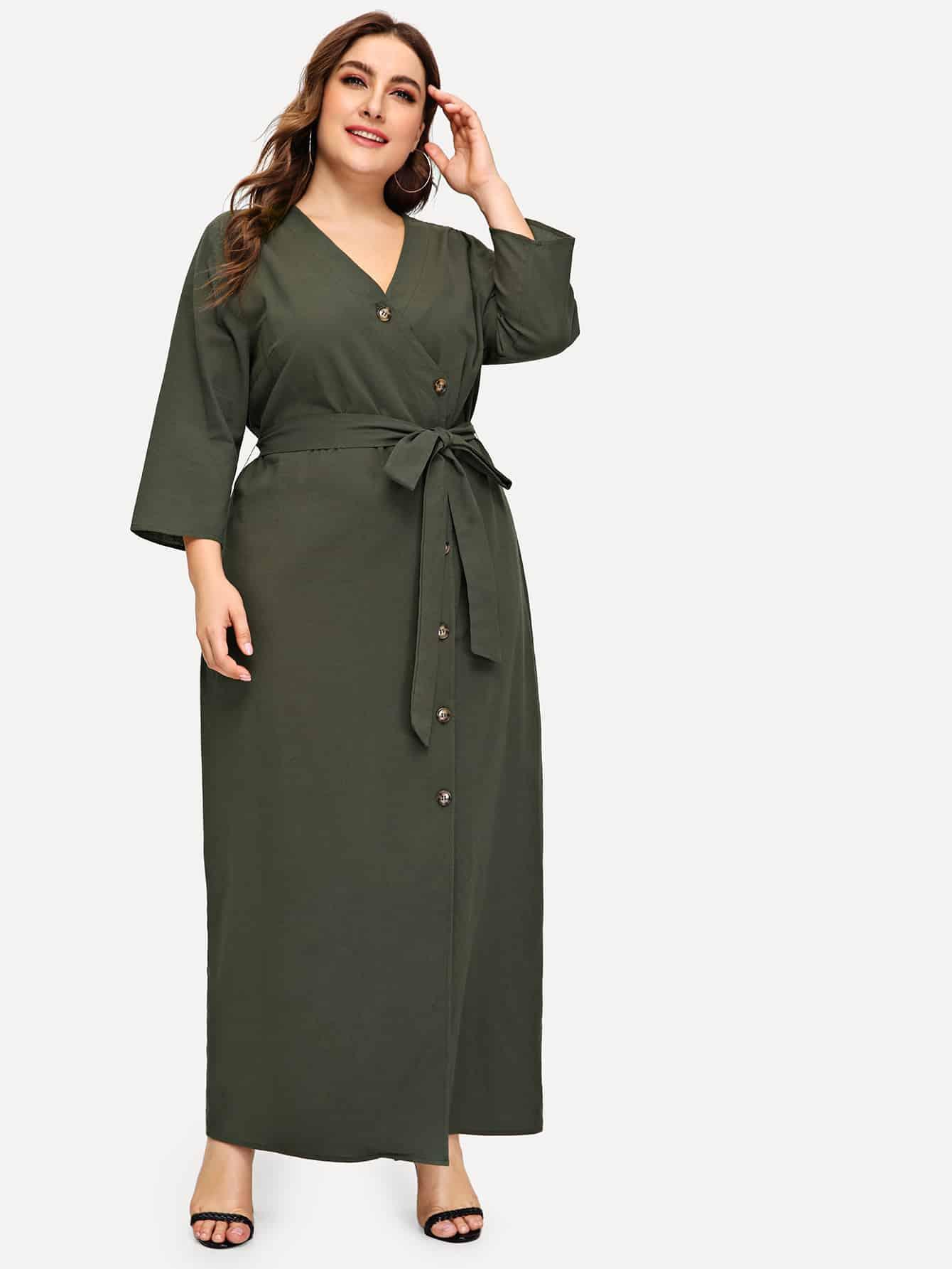 Размера плюс однобортное длинное платье с поясом и V-образным вырезом