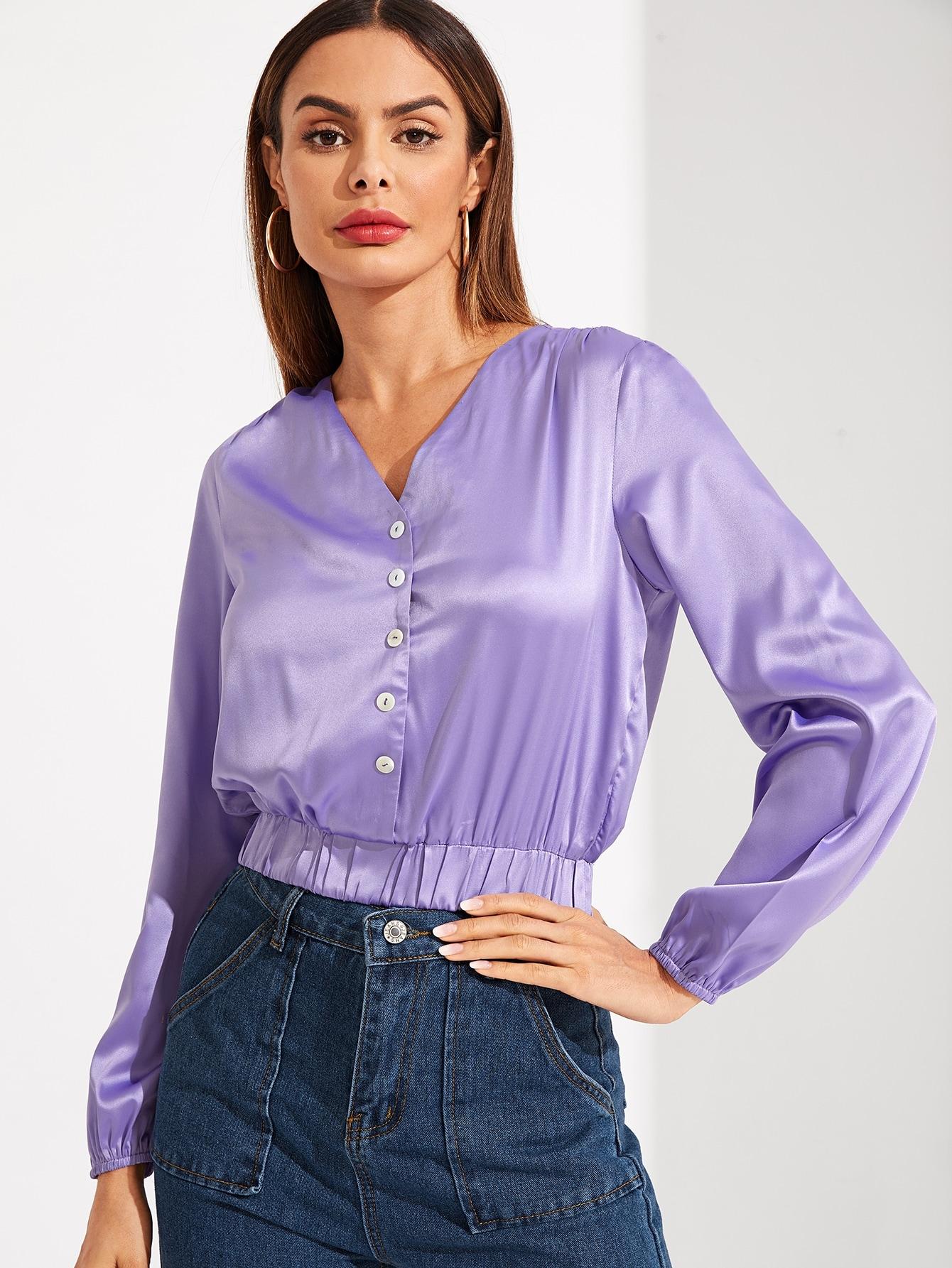 Фото - Сатиновая блуза с V-образным вырезом от SheIn фиолетового цвета