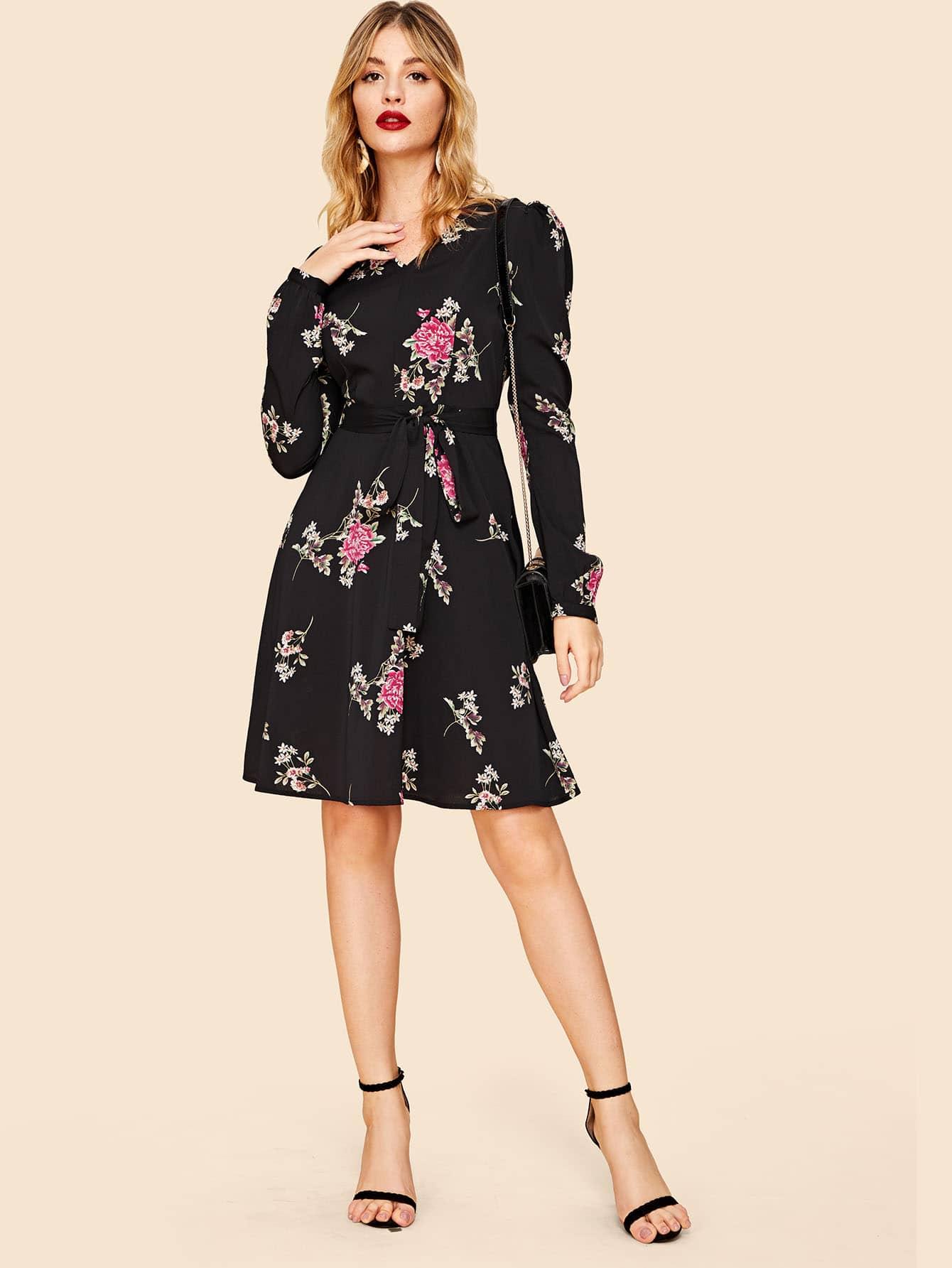 Купить Цветочное расклешенное платье с поясом и v-образным вырезом, Nathane, SheIn
