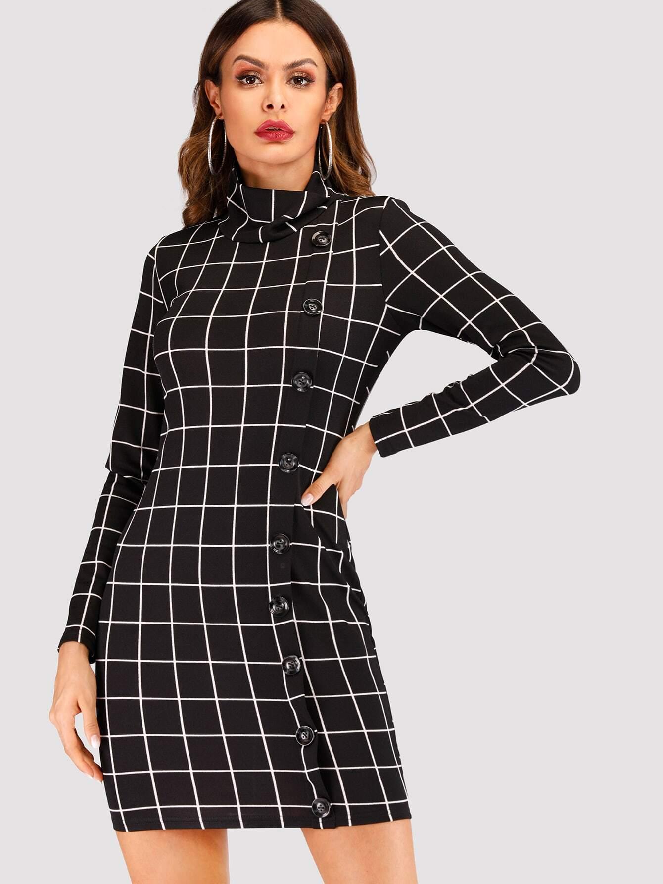 Платье в клетку с пуговицами