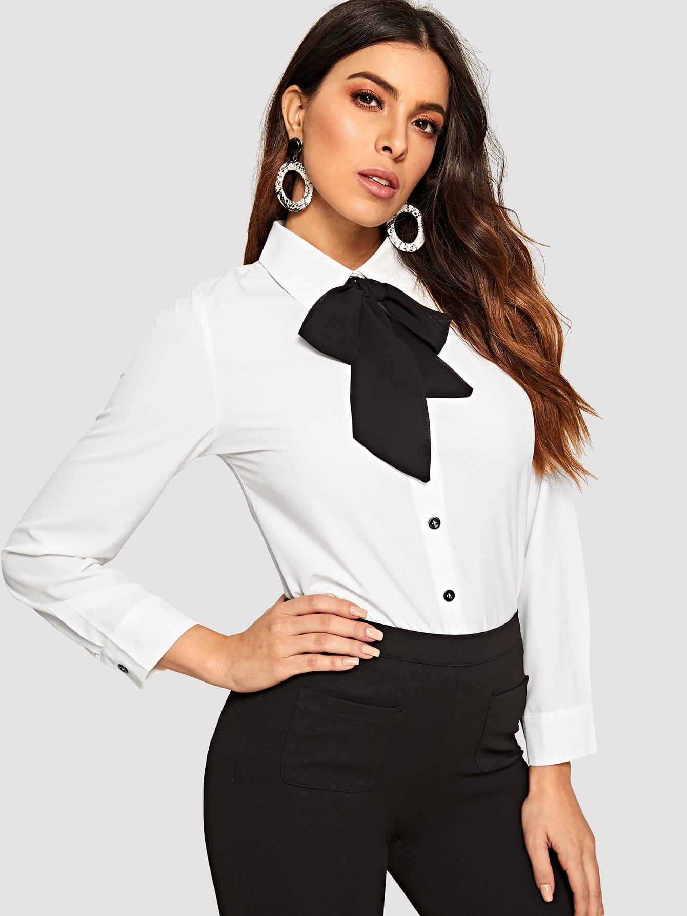 Фото - Асимметричная блуза с воротник-бантом от SheIn белого цвета