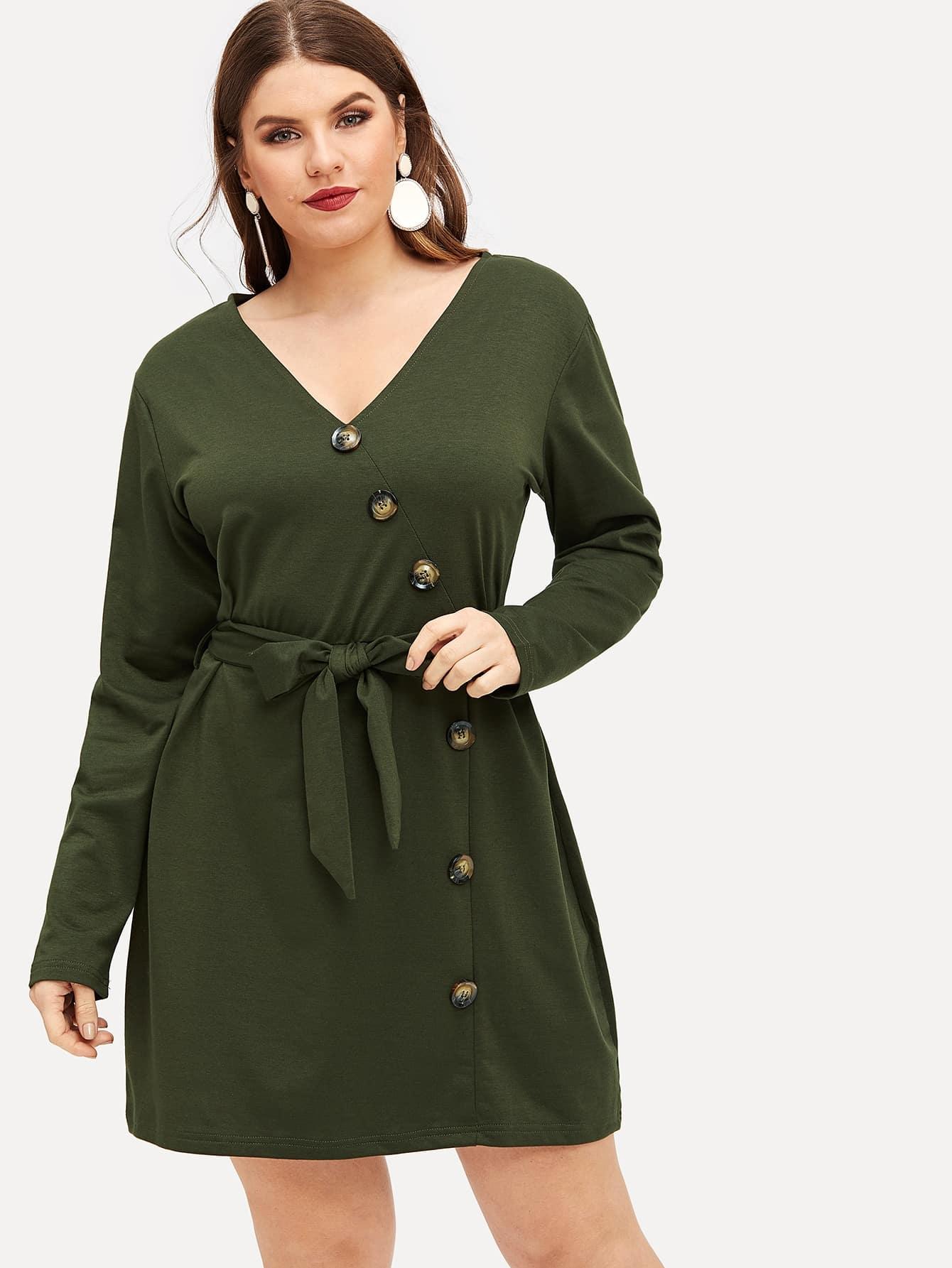 Размера плюс однобортное платье с поясом
