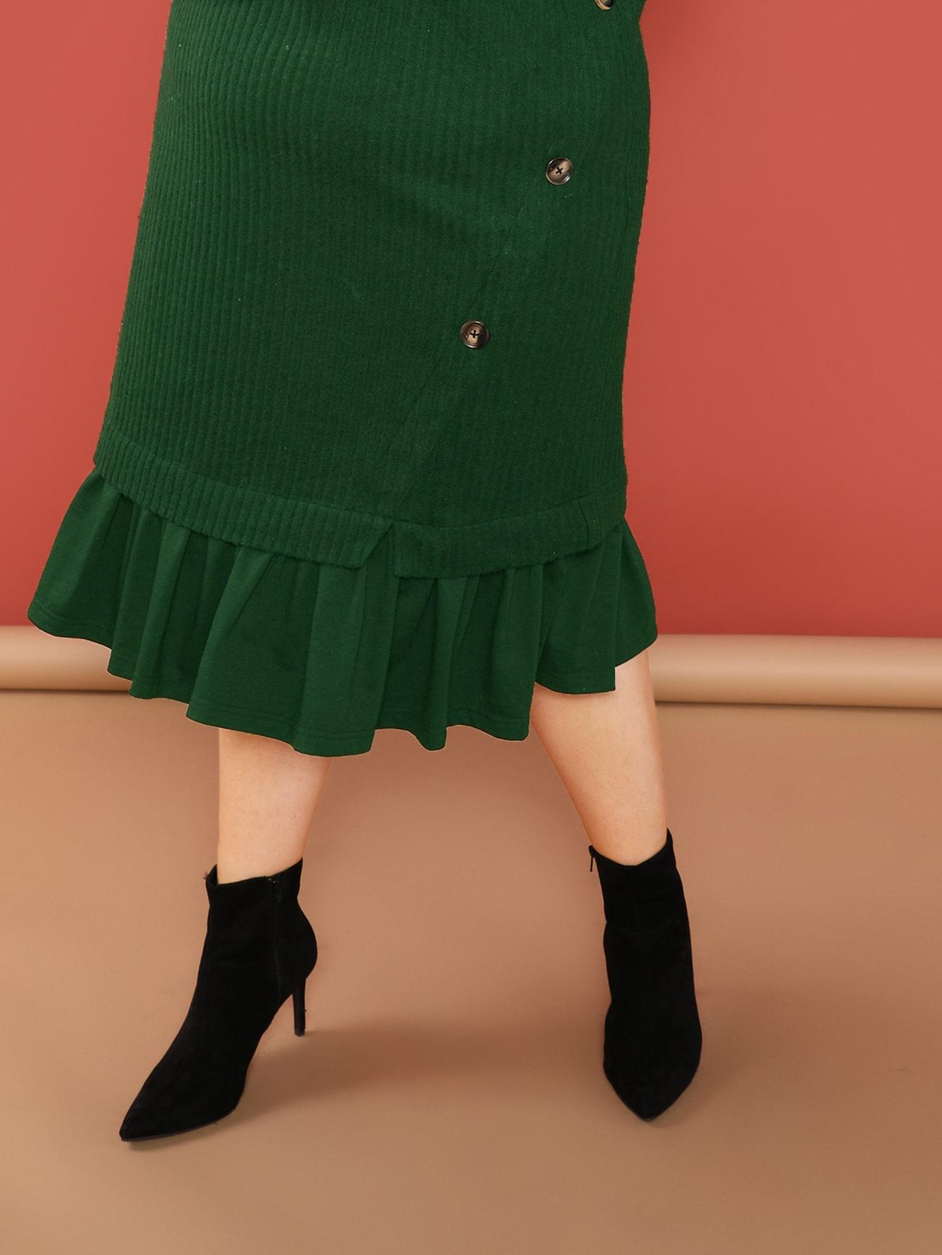 SHEIN / Vestido de canalé bajo fruncido con diseño de botón de cuello alto-grande