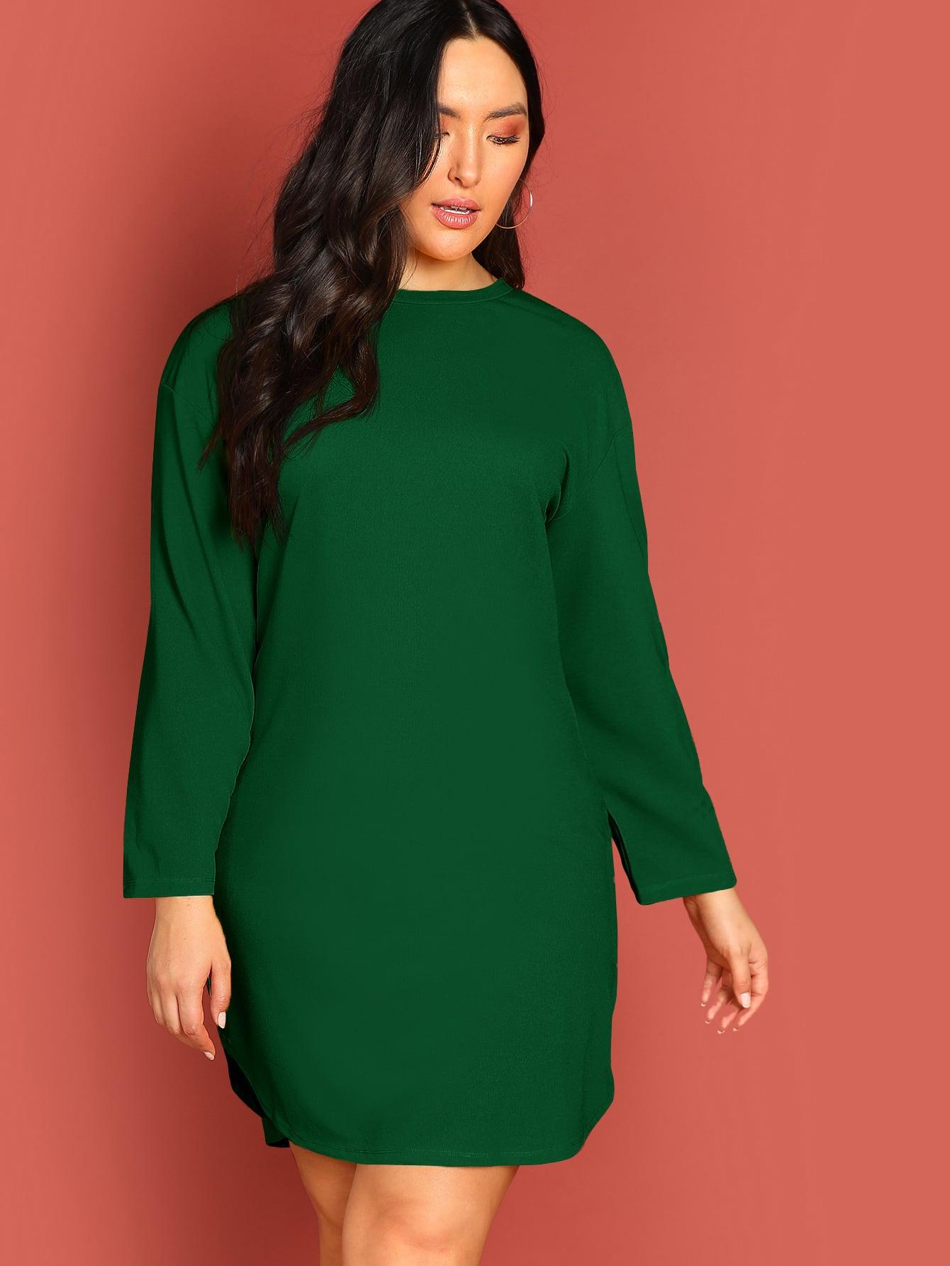 Однотонное платье с выгнутым подолом размера плюс